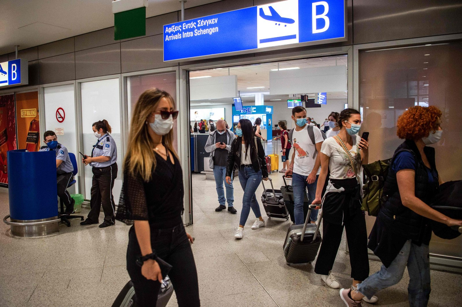 Passengers of a flight from Paris wearing protective face masks arrive at the Eleftherios Venizelos International Airport in Athens, June 15, 2020. (AFP Photo)