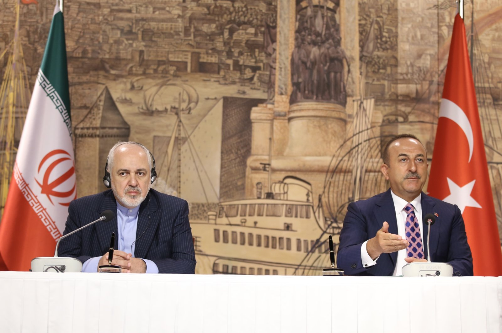 Iran's Foreign Minister Javad Zarif (L) and Turkish Foreign Minister Mevlüt Çavuşoğlu during a joint press conference, Istanbul, June 15, 2020. (AA Photo)