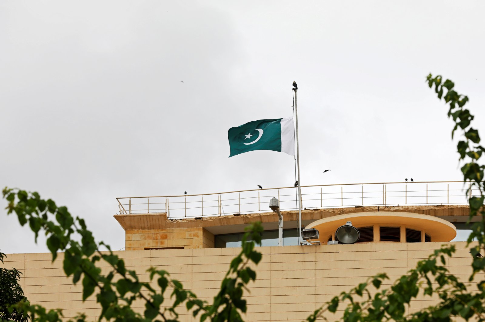 Pakistan's flag flies at half-mast to observe Black Day over India's decision to revoke the special status of Jammu and Kashmir, above the Provincial Assembly of Sindh building in Karachi, Pakistan, Aug. 15, 2019. (Reuters Photo)