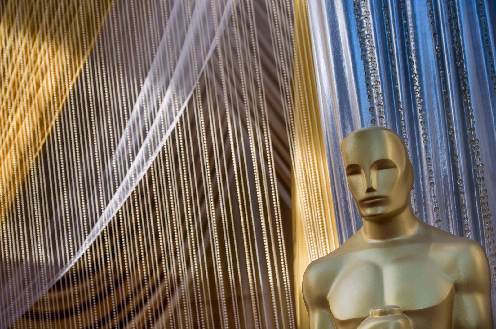 An Oscars statue is displayed on the red carpet area on the eve of the 92nd Oscars ceremony at the Dolby Theatre in Hollywood, California, U.S., Feb. 8, 2020. (AFP Photo)