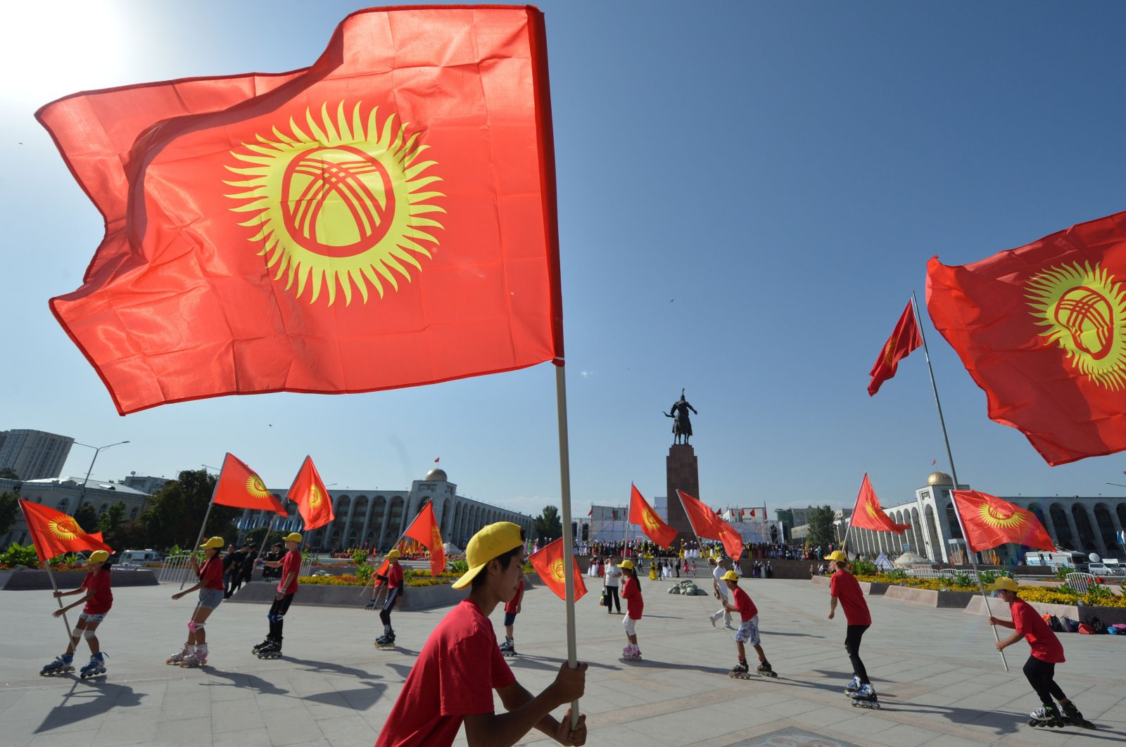 Kyrgyz dancers wave flags as they perform during the celebrations marking the 28th anniversary of Kyrgyzstan's independence from the Soviet Union at the Ala-Too square in Bishkek on August 31, 2019. (AFP Photo)
