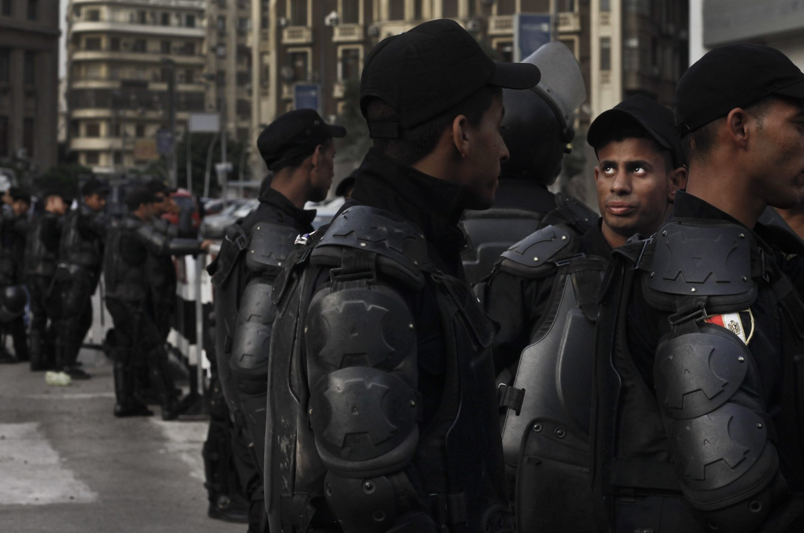 Egyptian security forces close off a street near the Press Syndicate as journalist's protest, Cairo, May 3, 2016. (AP Photo)