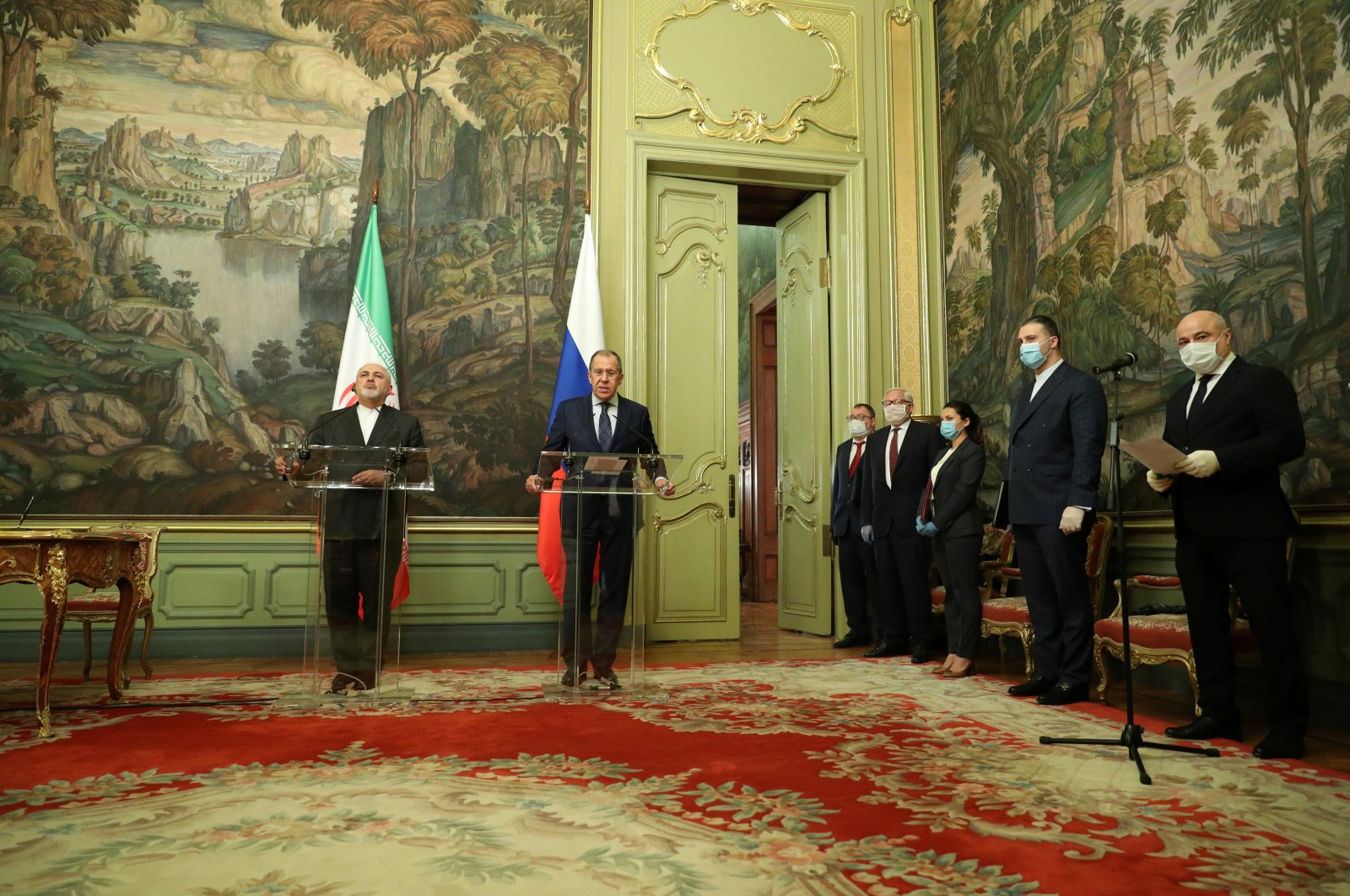 Iran's Foreign Minister Mohammad Javad Zarif (L) and Russia's Foreign Minister Sergei Lavrov attend a news conference following their meeting in Moscow, Russia, June 16, 2020. (Reuters Photo)