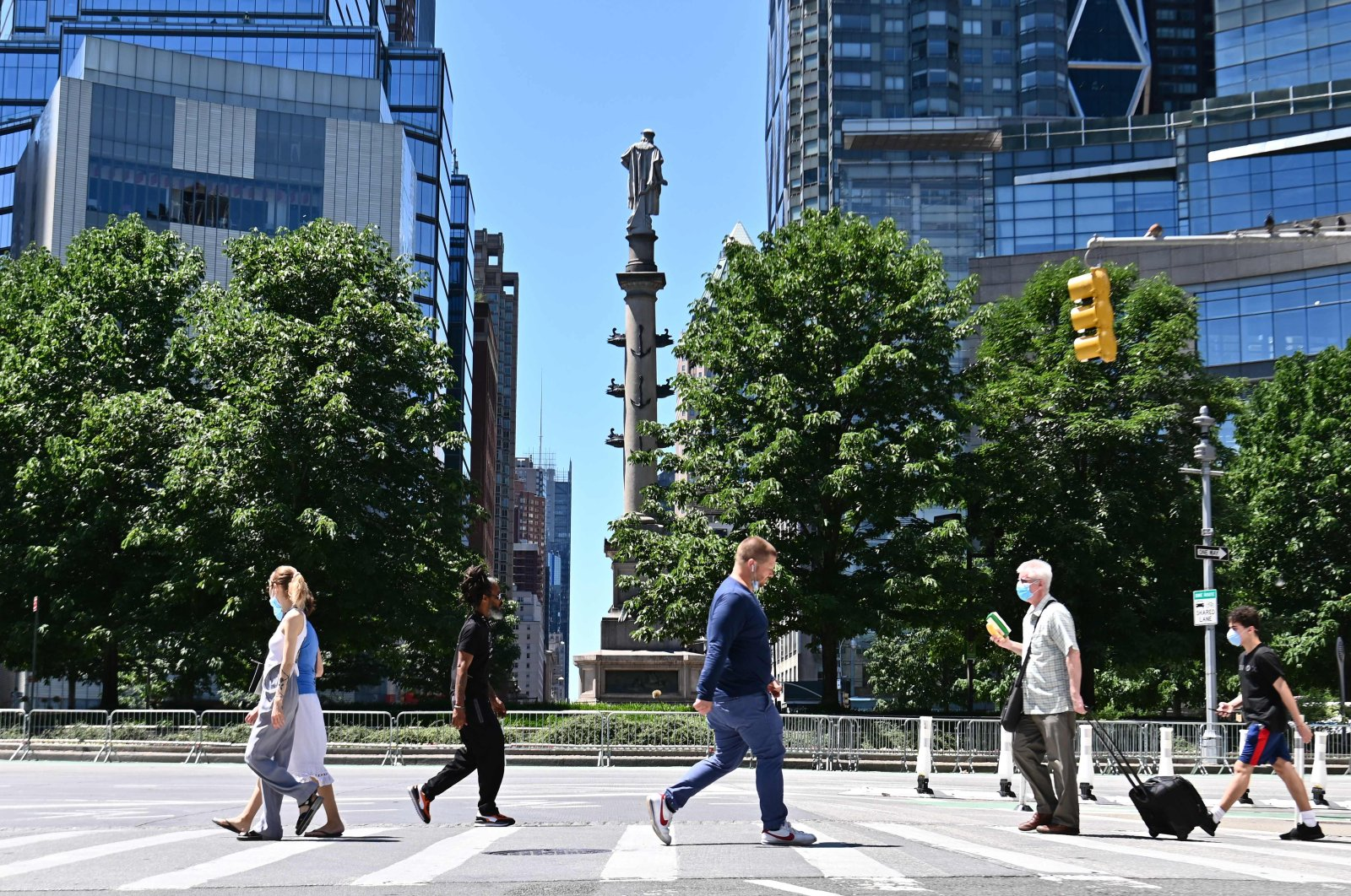 People walk around Columbus Circle in New York, June 12, 2020. (AFP Photo)