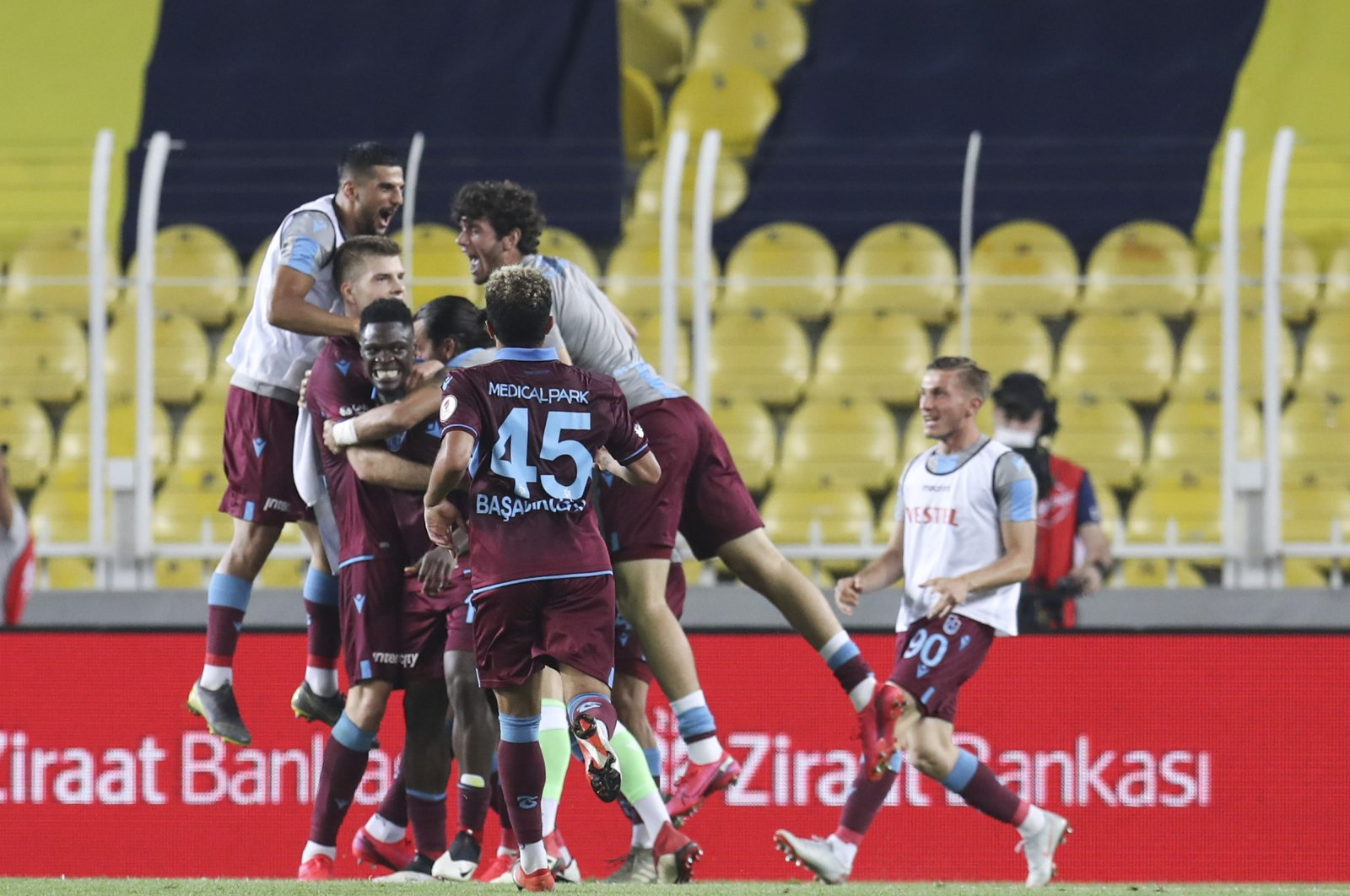 Trabzonspor players celebrate a goal during Ziraat Turkish Cup football match between Fenerbahçe and Trabzonspor at Ülker Stadium in Istanbul, June 16, 2020. (AA Photo)