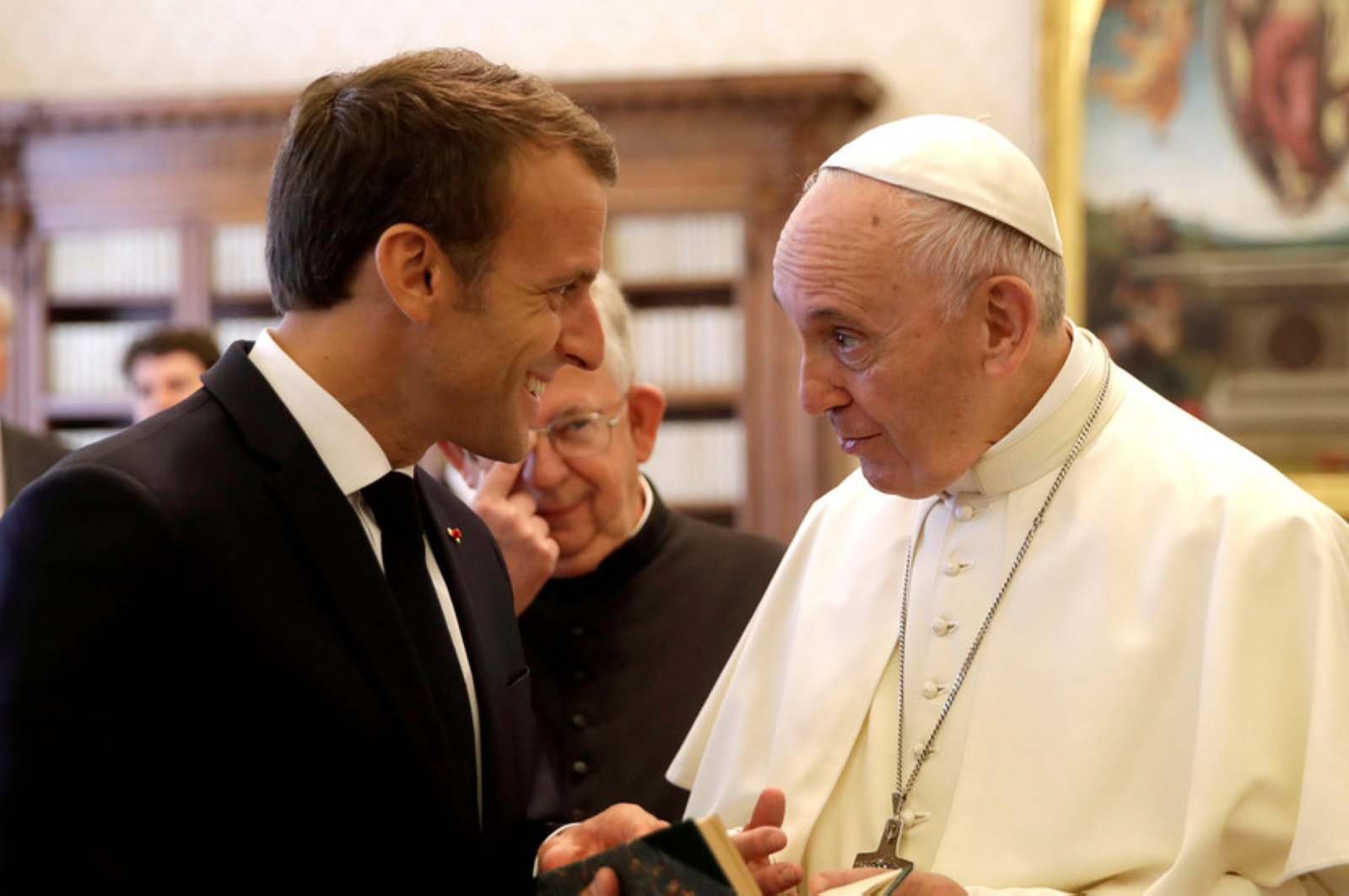 Pope Francis exchanges gifts with French President Emmanuel Macron during private audience, Vatican, June 26, 2018. (REUTERS Photo)