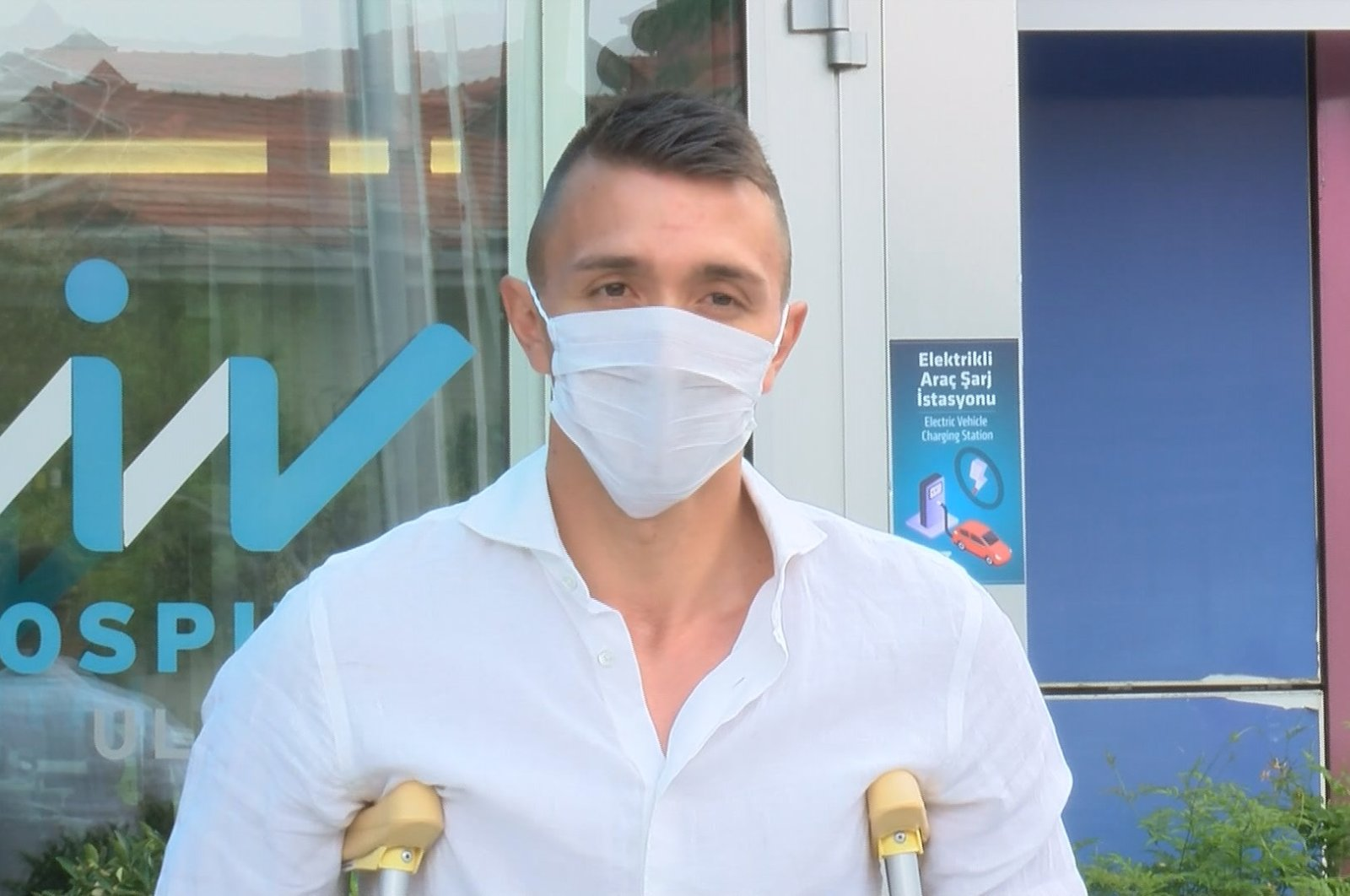 Galatasaray goalie Fernando Muslera after being discharged from the hospital in Istanbul's Ulus, June 18, 2020. (DHA Photo)