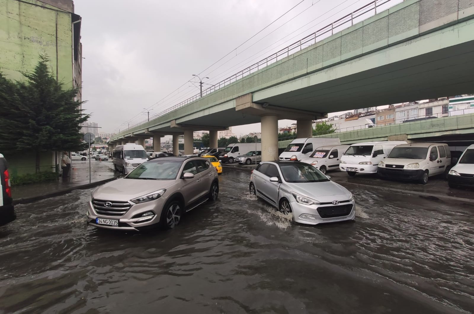 A flooded road in the Esenler district, in Istanbul, Turkey, June 18, 2020. (DHA Photo)
