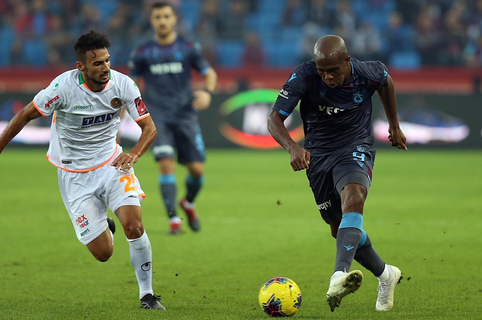 Trabzonspor's Anthony Nwakaeme and Alanyaspor's Onur Bulut vie for the ball during a Süper Lig match in Trabzon, Turkey, Nov. 10, 2019. (AA Photo)