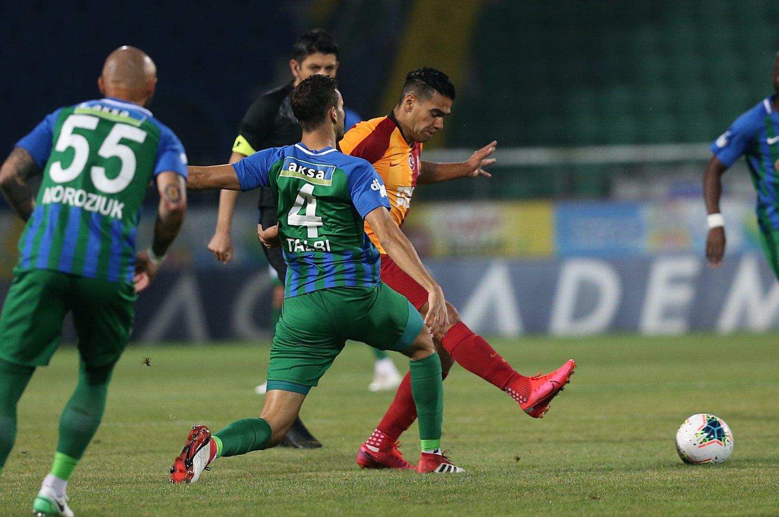 Galatasaray's Radamel Falcao tries to pass the ball between Rizespor players, Rize, Turkey, June 14, 2020. (AA Photo)