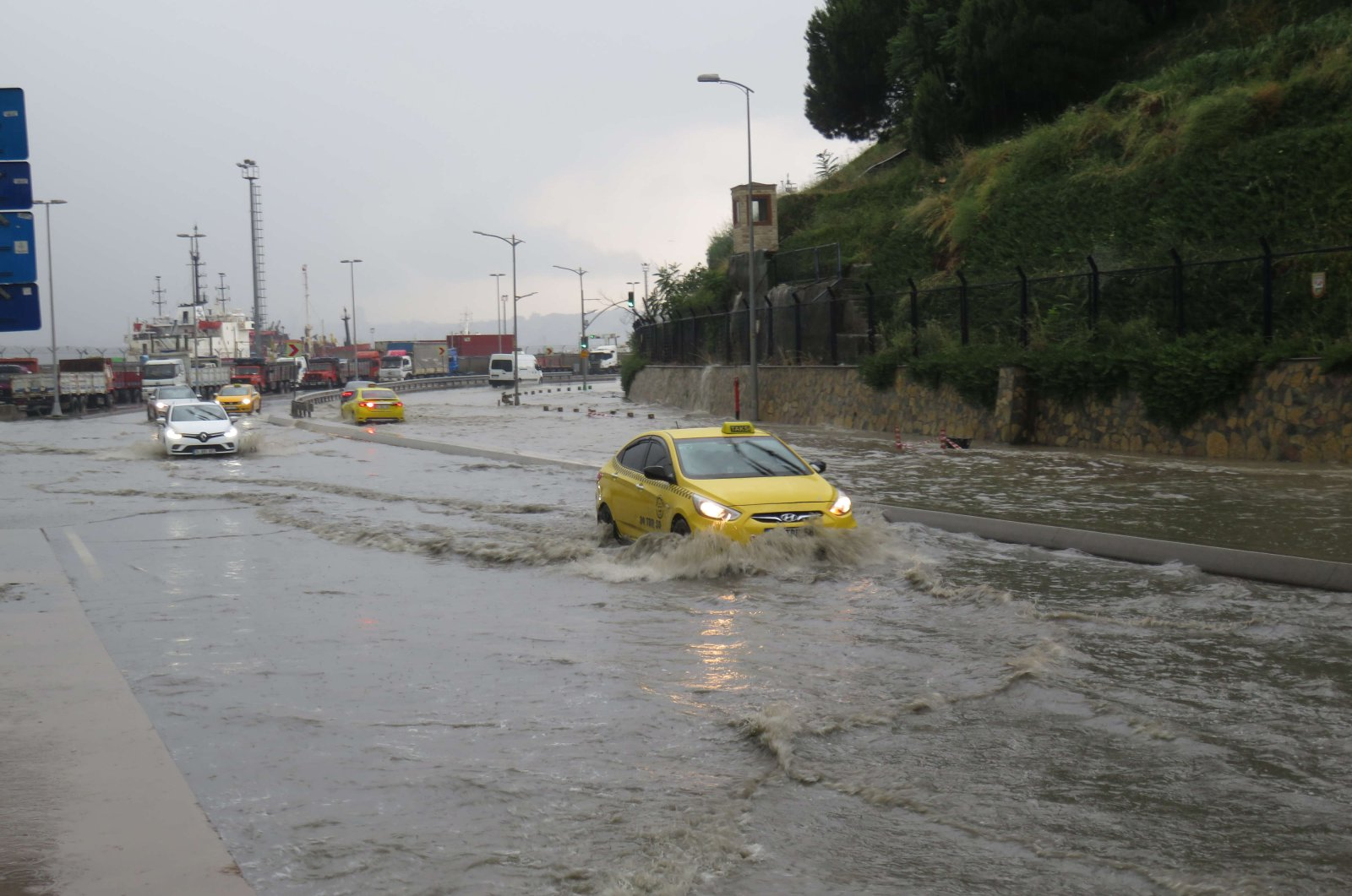 A taxi on a flooded road in the Üsküdar district of Istanbul, Turkey, June 19, 2020. (DHA Photo)