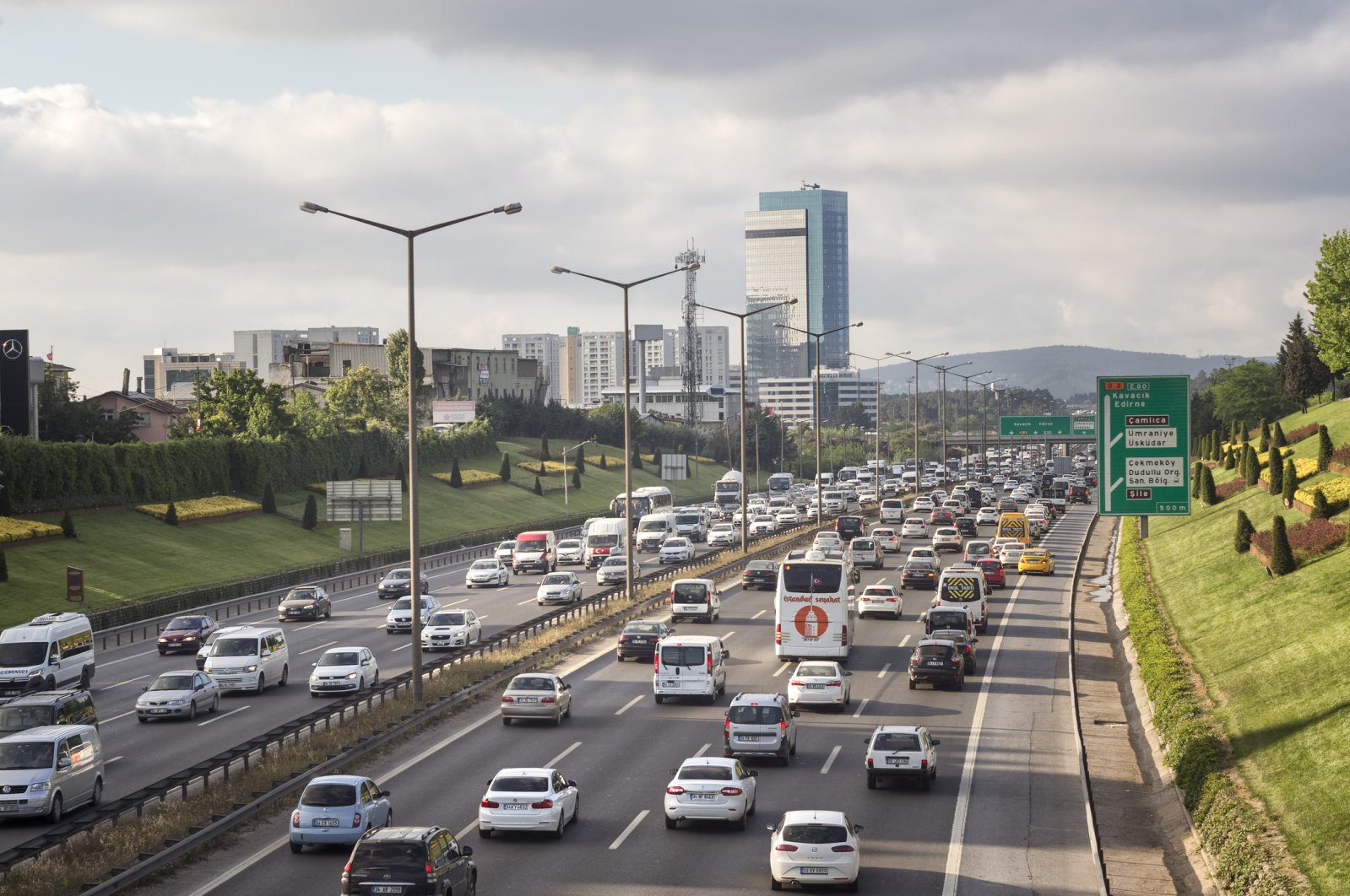Traffic flows smoothly on a highway in Turkey's metropolis Istanbul, May 15, 2017. (iStock Photo)