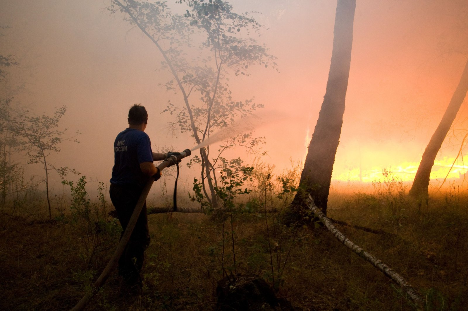 A fire fighter attempts to extinguish a forest fire near the village of Dolginino in the Ryazan region, some 180 km (111 miles) southeast of Moscow, Wednesday, Aug. 4, 2010. (AP Photo)