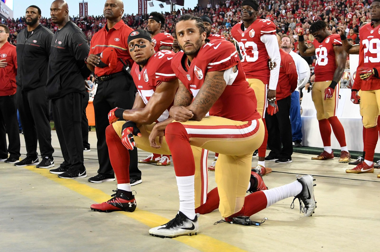 Colin Kaepernick (R) and Eric Reid of the San Francisco 49ers kneel in protest during the national anthem in California, U.S., Sept. 12, 2016. (AFP Photo)