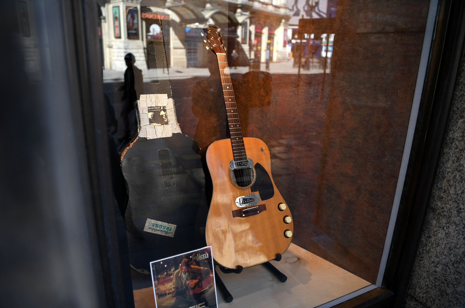 The guitar used by musician Kurt Cobain during Nirvana's famous MTV Unplugged in New York concert in 1993, is displayed in the window of the Hard Rock Cafe Piccadilly Circus in central London, England, May 15, 2020. (AFP Photo)