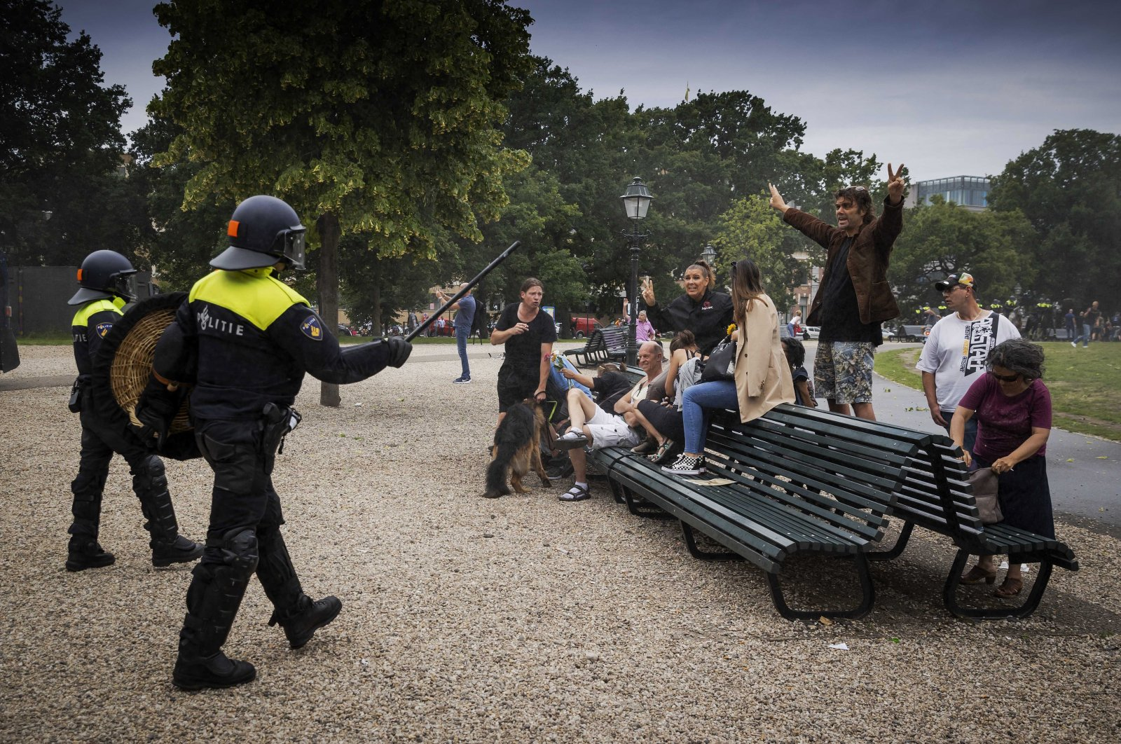 Police face protesters in the center of The Hague, Netherlands, 21 June 2020. (EPA Photo)