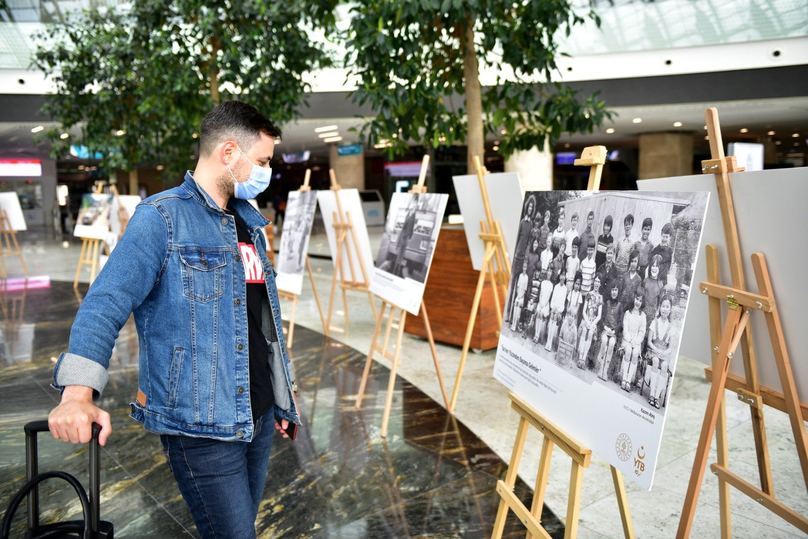 The exhibition includes 41 photos revealing memories of citizens who migrated to other countries. (AA PHOTO)