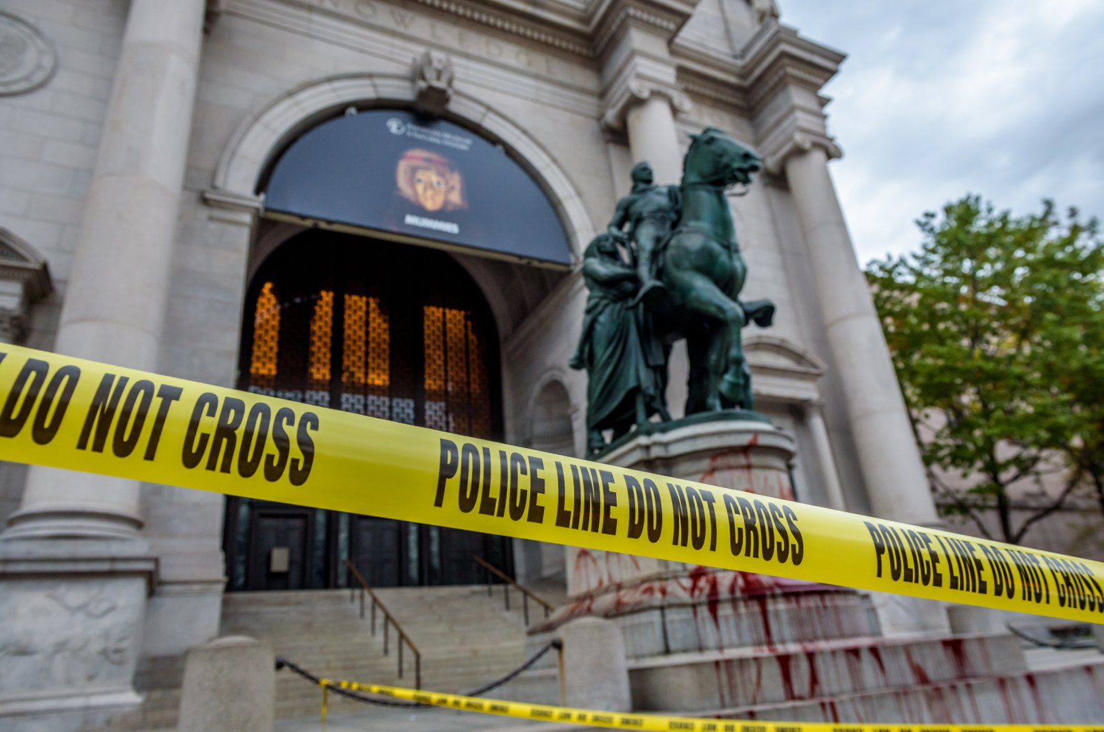 The statue of Theodore Roosevelt outside the American Museum of Natural History was covered with a blood-like substance by activists demanding its removal, New York City, New York, Oct. 26, 2017. (Reuters Photo)