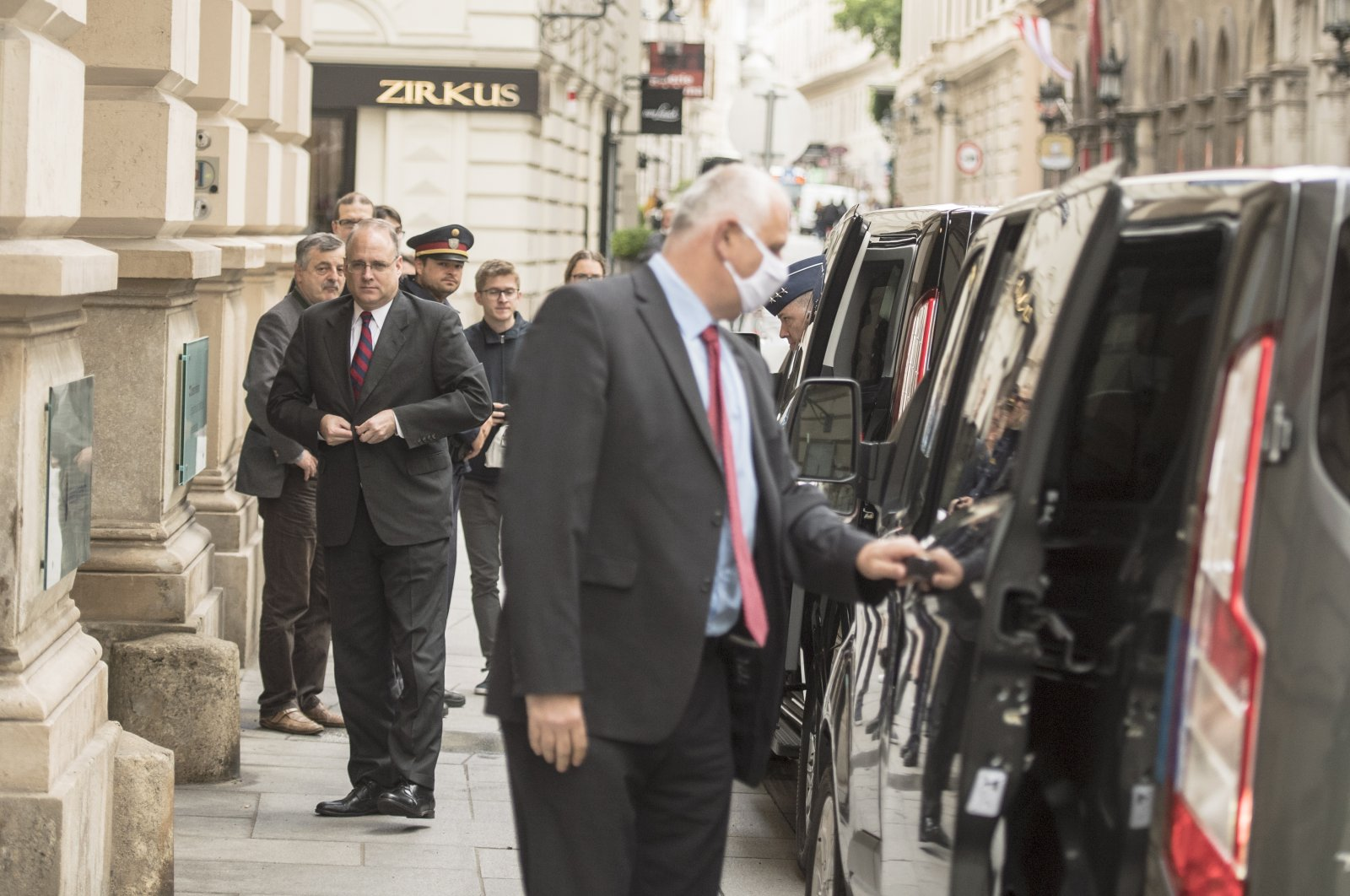 Marshall Billingslea (C-L), the U.S.' Special Presidential Envoy for Arms Control, arrives for a meeting between Russian and U.S. officials to resume negotiations concerning nuclear disarmament at the Palais Niederoesterreich, Vienna, June 22, 2020. (EPA Photo)