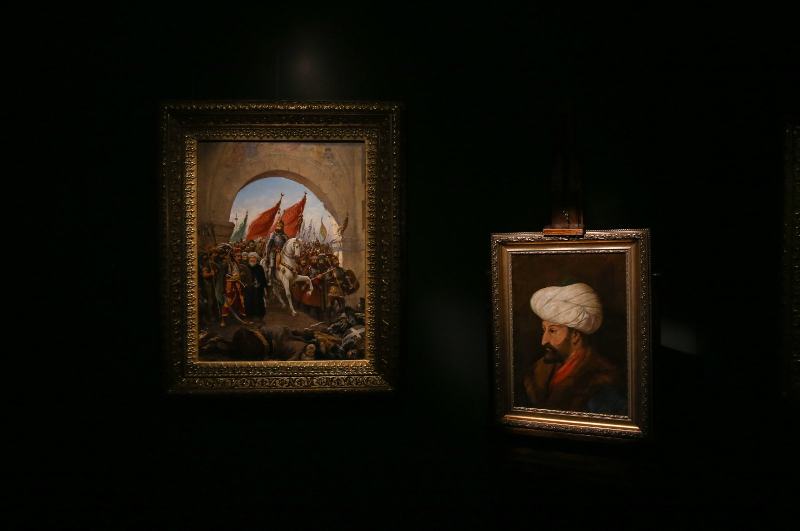 Fausto Zonaro's painting (L) depicting Sultan Mehmed II's entry into Istanbul and Halil Pasha's portrait of the sultan.