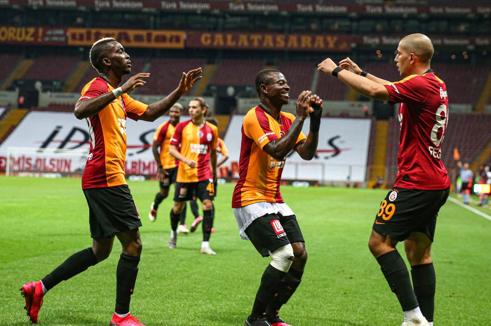 Galatasaray players celebrate a goal against Gaziantepspor, Gaziantep, Turkey, June 21, 2020. (AA Photo)