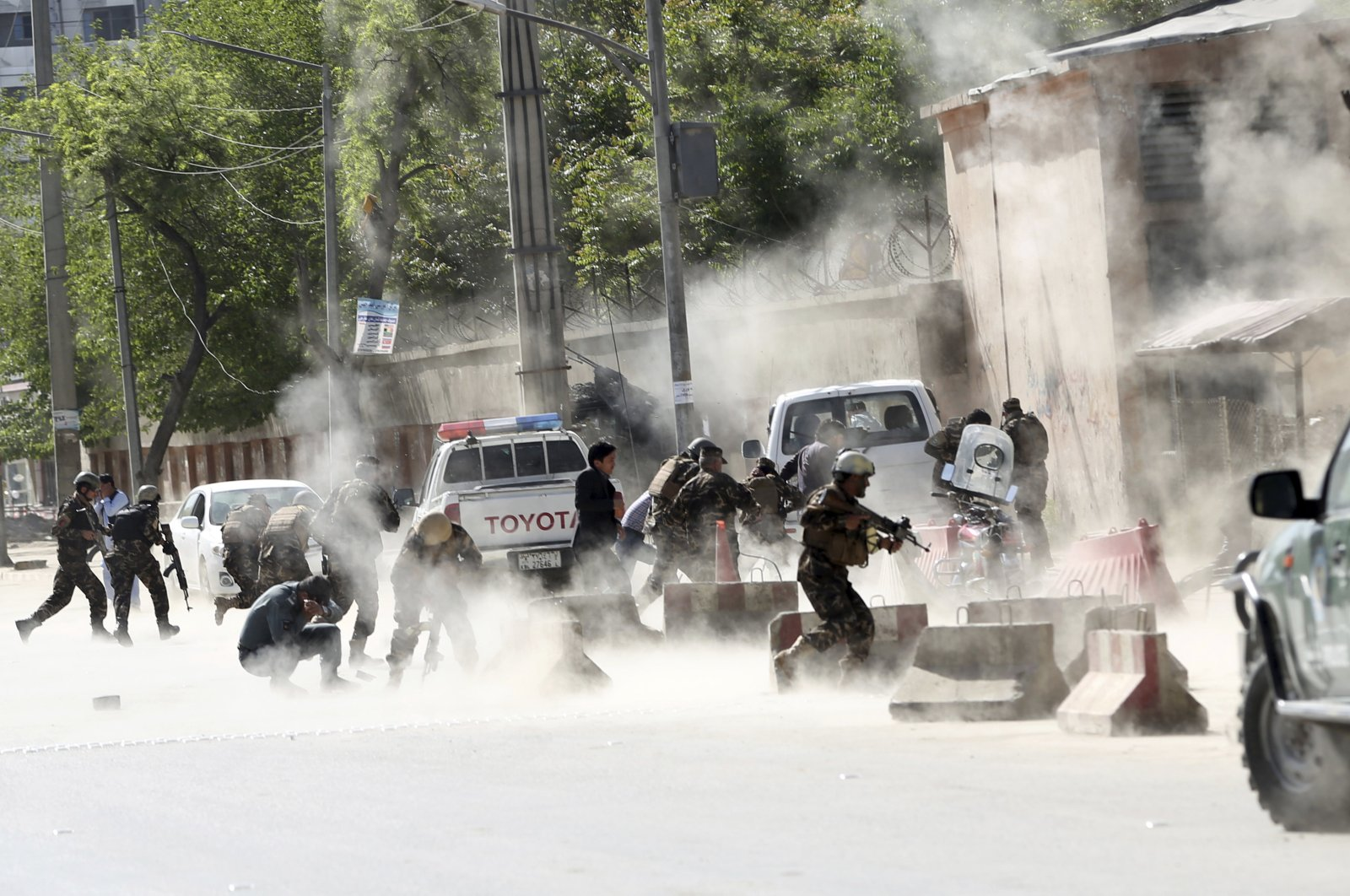 Security forces run from the site of a suicide attack in Kabul, Afghanistan, April 30, 2018. (AP Photo)