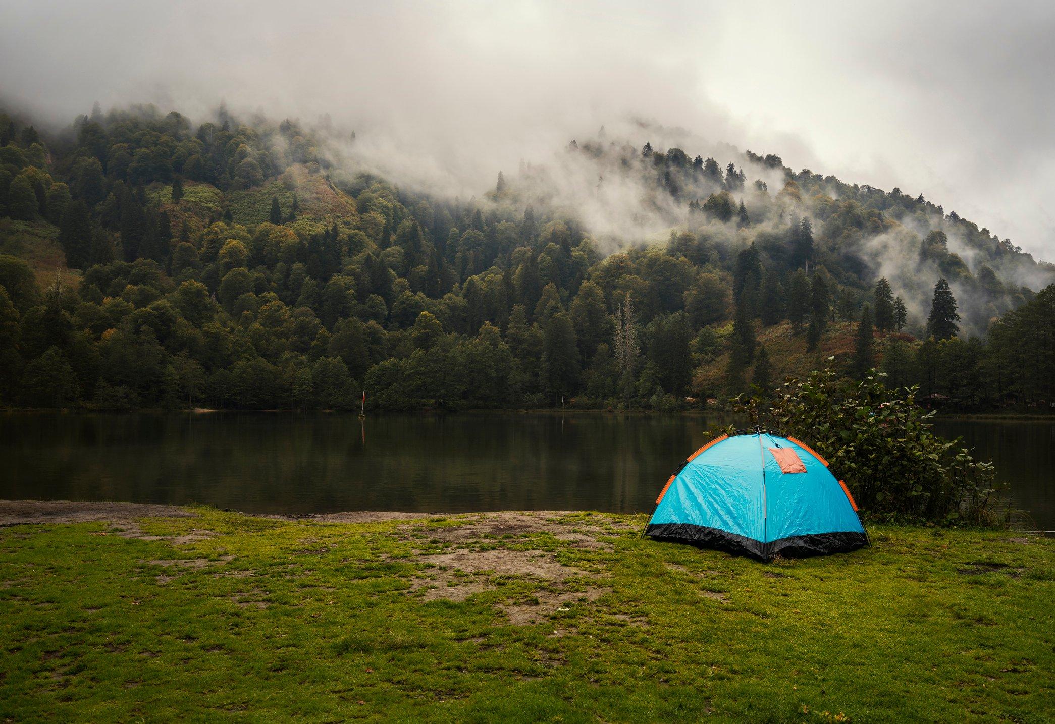 几乎在每个人的遗愿清单上,在土耳其东北部Artvin附近由松树林环绕的湖边露营。