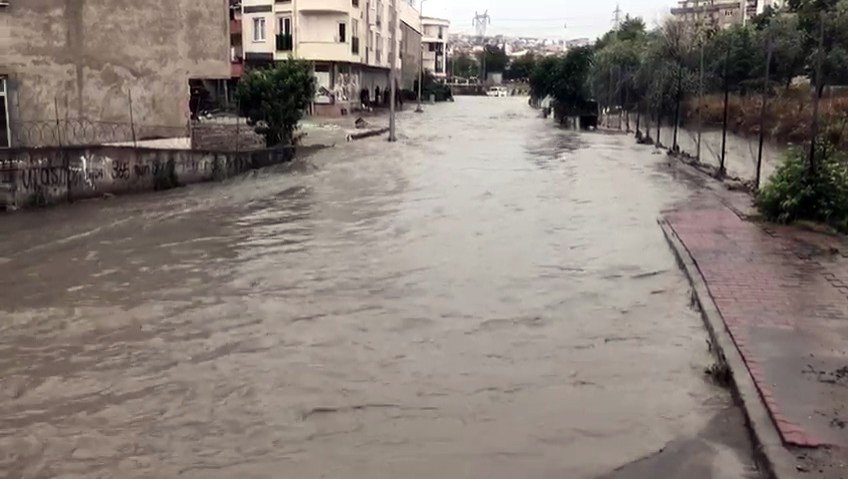 İstanbul Esenyurt'ta su baskını, 23 Haziran 2020. (IHA Fotoğraf)