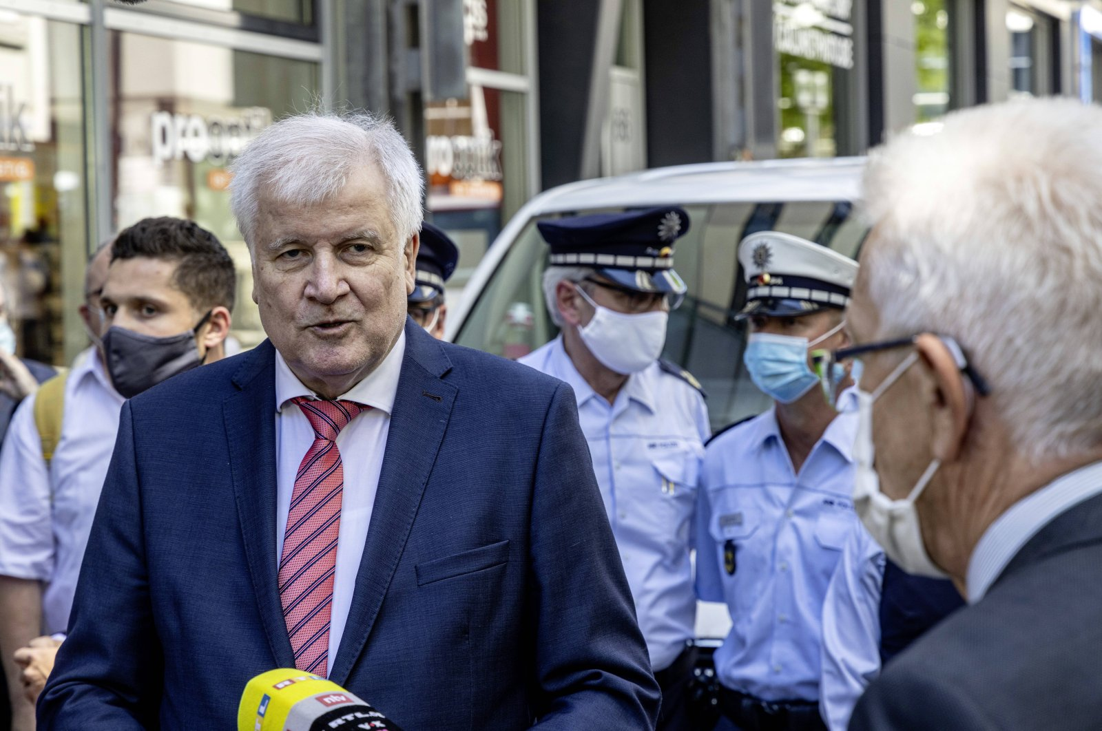Federal Minister of the Interior Horst Seehofer CSU gets a picture of the situation after the riots, Stuttgart, June 22, 2020. (REUTERS Photo)