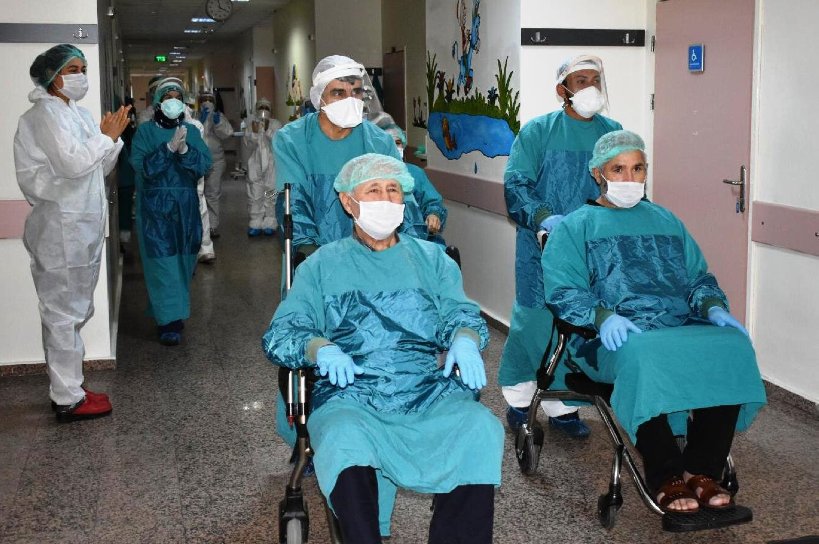 Three recovered COVID-19 patients being discharged from a hospital, in Osmaniye, Turkey, April 25, 2020. (AA Photo)