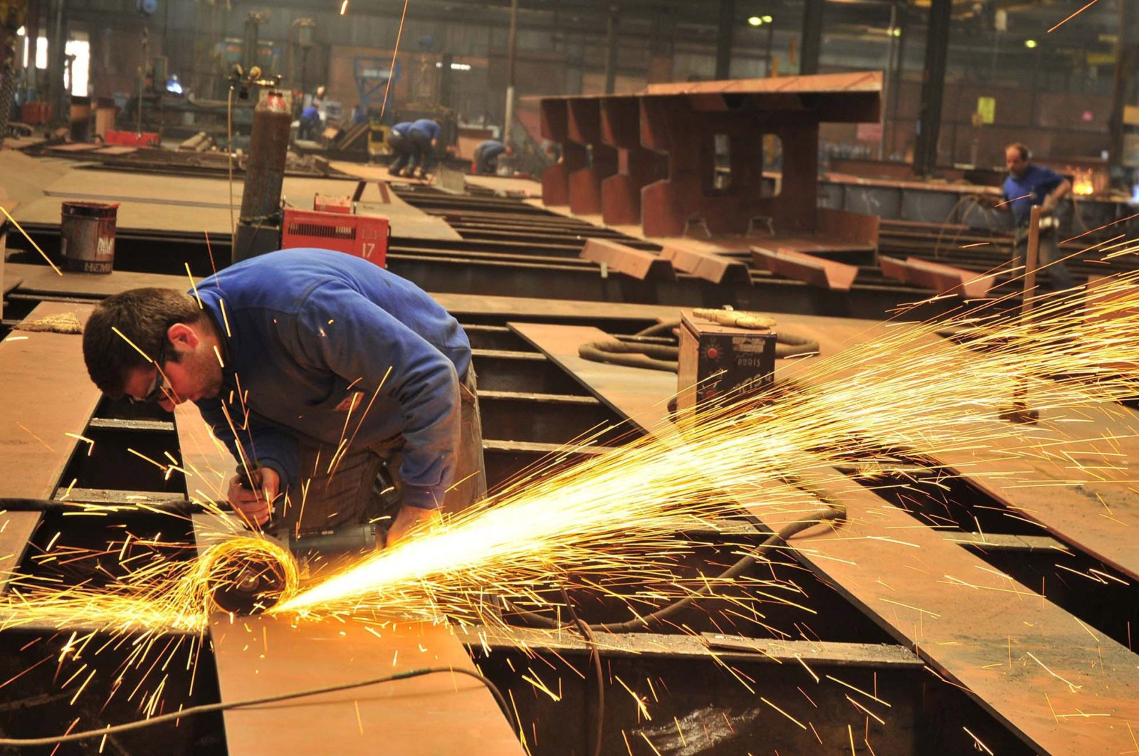 The capacity utilization rate of the manufacturing sector rose 3.4 percentage points on a monthly basis in June. (AA Photo)