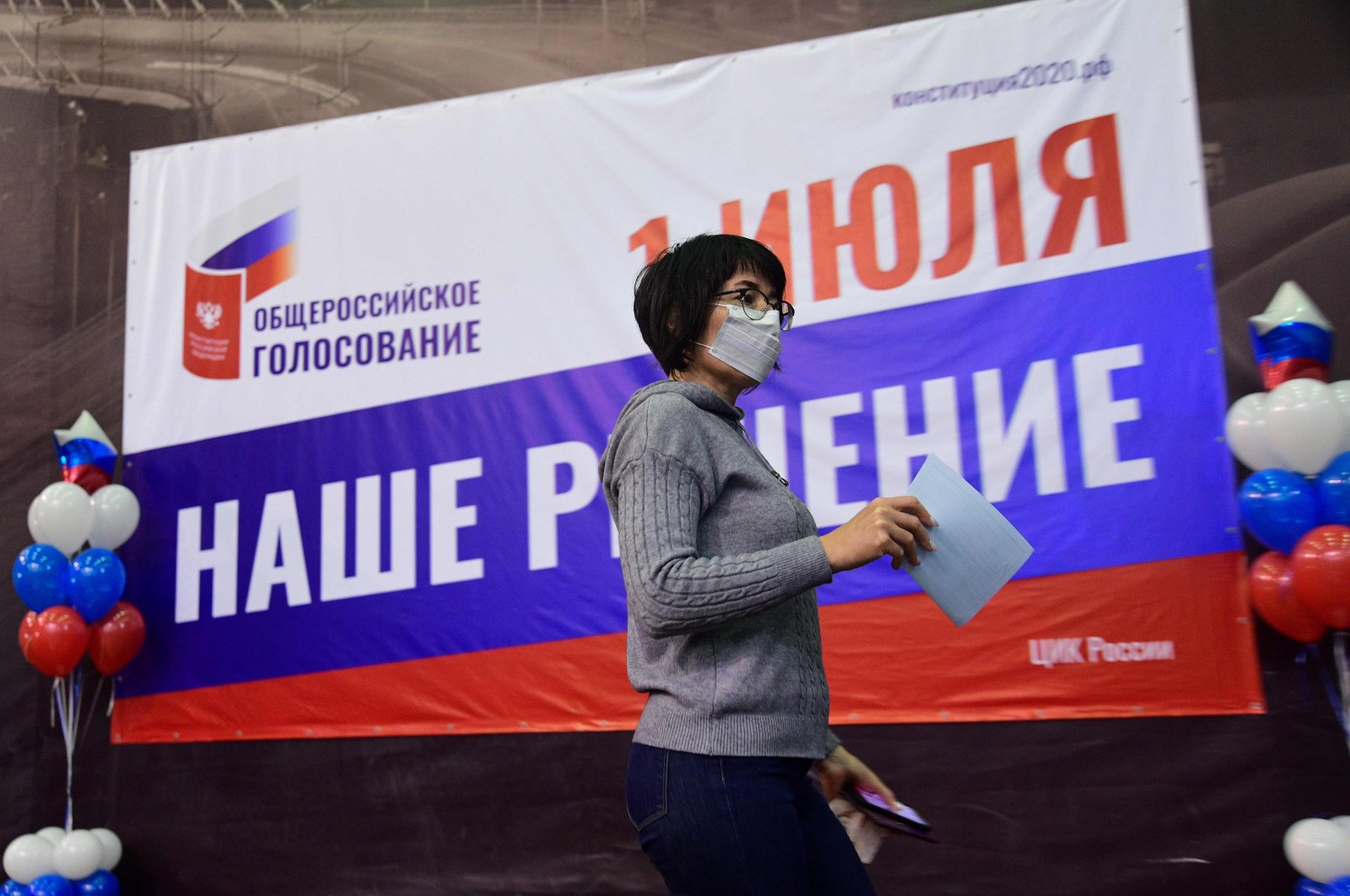 A woman casts her vote in a nationwide ballot on constitutional reforms at a polling station in Vladivostok, Russia, June 25, 2020. (AFP Photo)