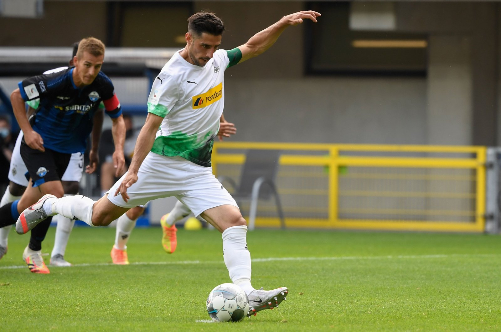 Monchengladbach's Lars Stindl scores from the penalty spot during the Bundesliga match against SC Paderborn in Paderborn, Germany, June 20, 2020. (AFP Photo)