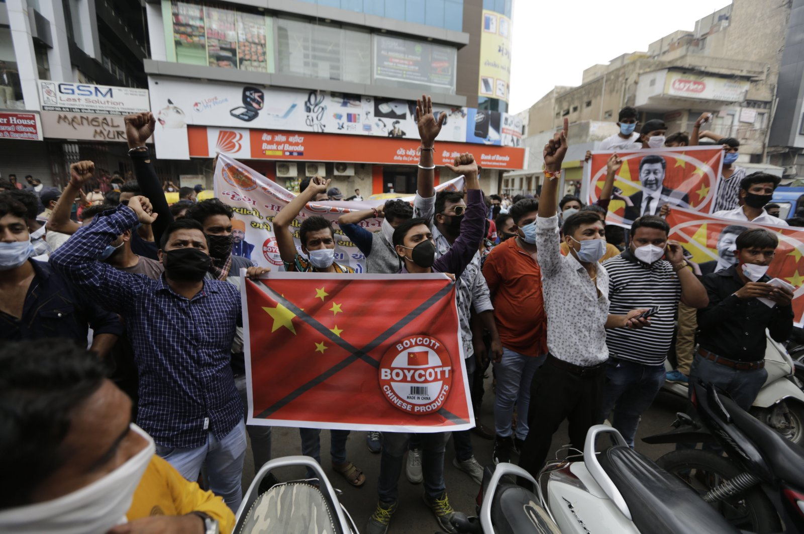 People shout slogans during a protest against China, Ahmedabad, India, June 24, 2020. (AP Photo)