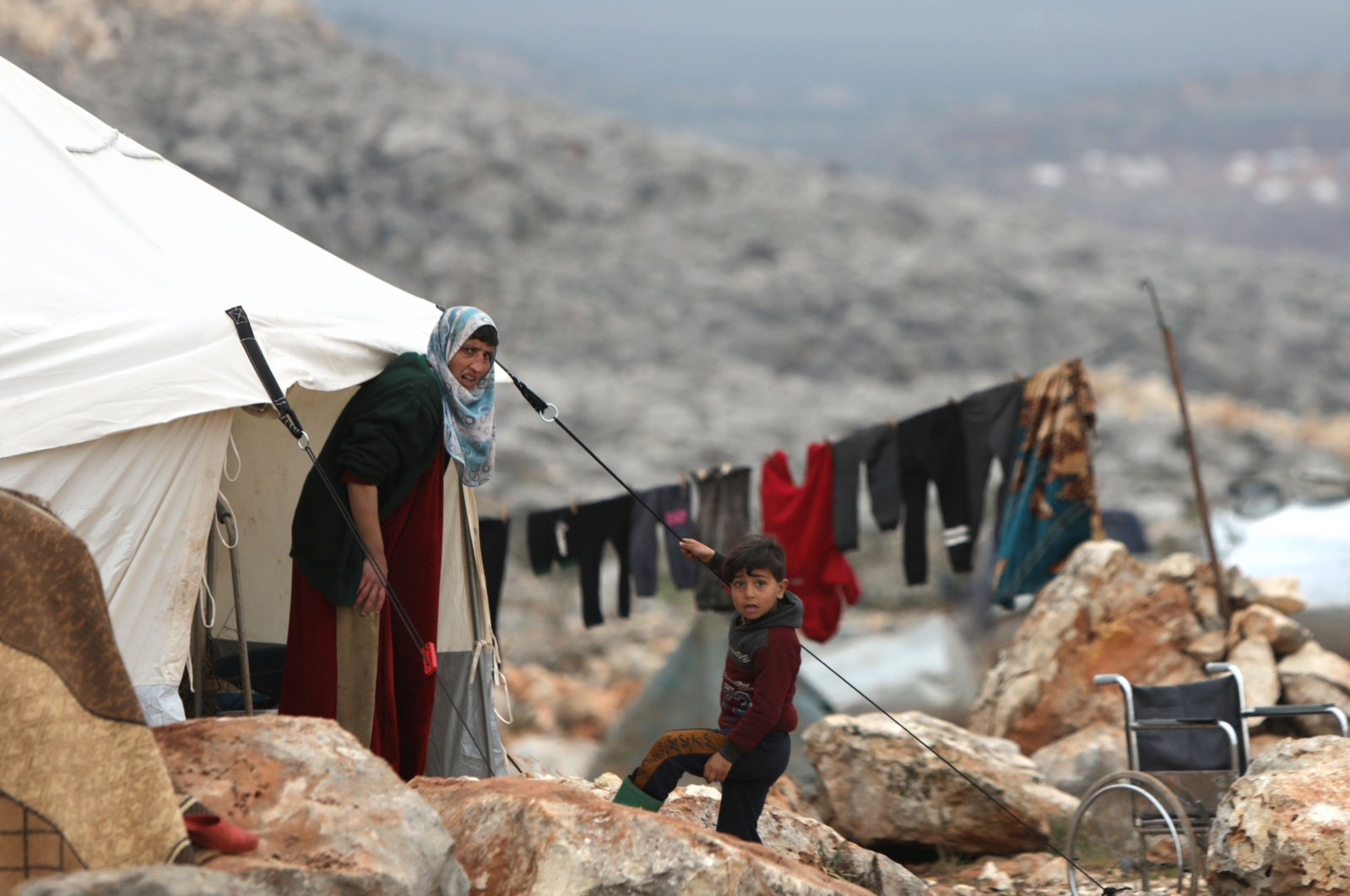 Syrians who fled pro-regime forces attacks in the Idlib and Aleppo provinces are pictured at a makeshift camp for displaced people, Feb.18, 2020. (AFP)