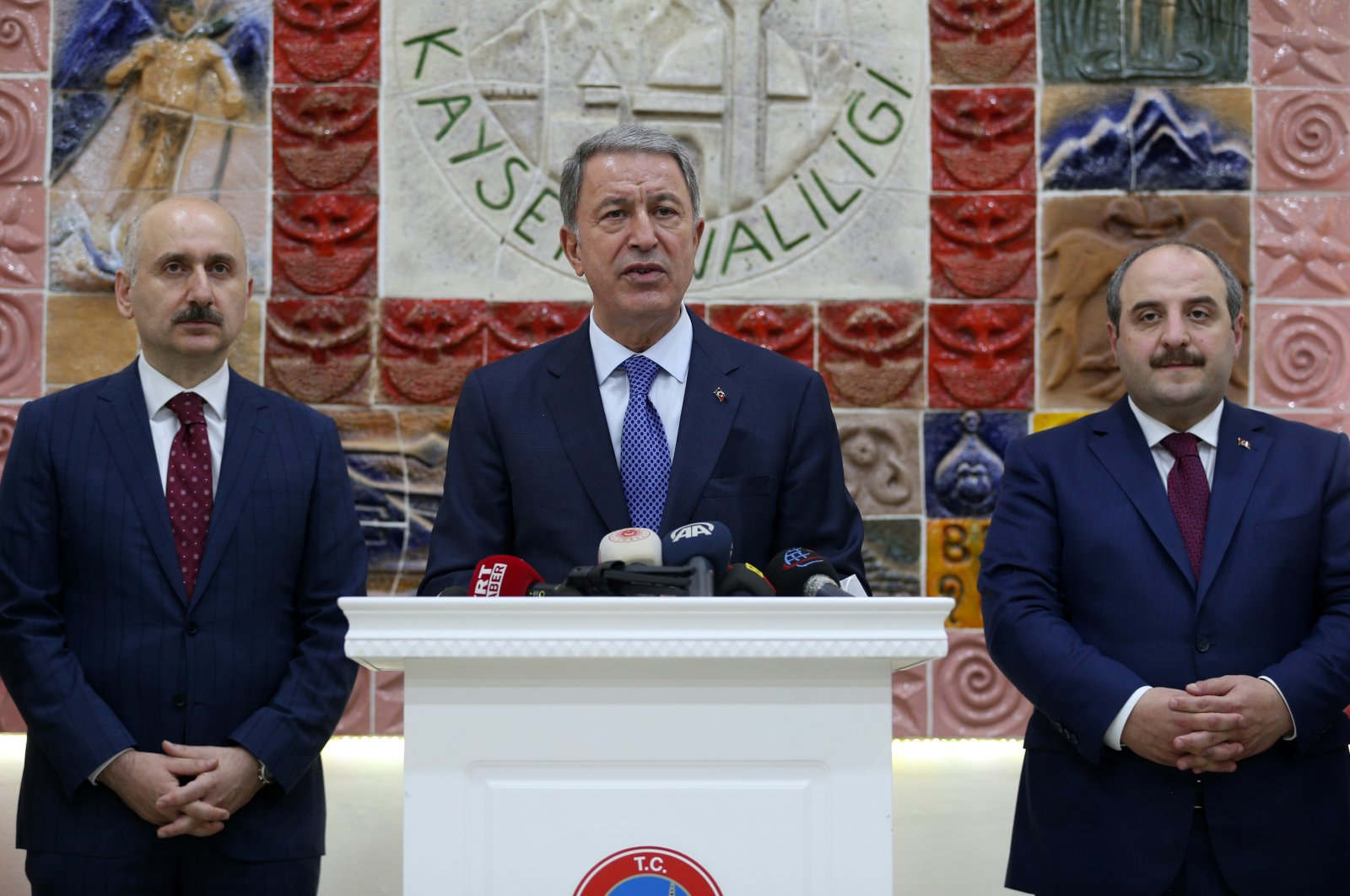 Defense Minister Hulusi Akar (C) speaks at the Kayseri Governor's Office with Industry and Technology Minister Mustafa Varank (R) and Transportation Minister Adil Karaismailoğlu (L), June 25, 2020. (AA Photo)
