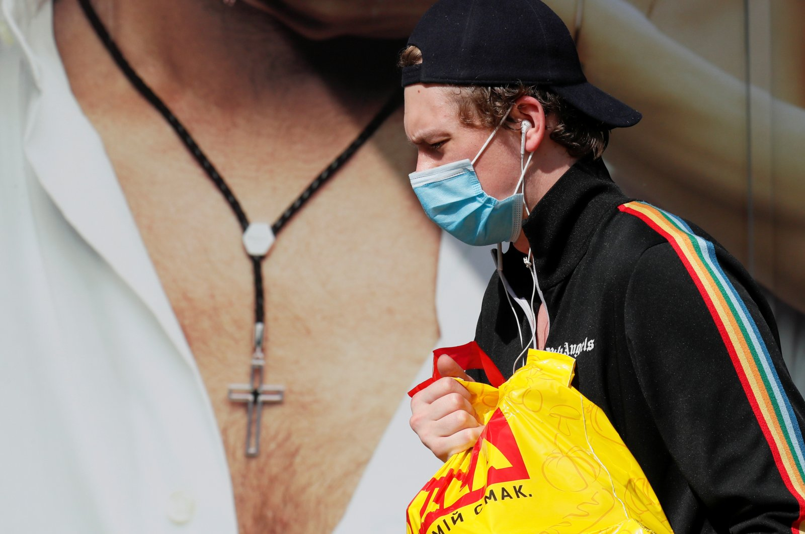 A man wearing a protective face mask amid the coronavirus outbreak walks in a street in central Kyiv, Ukraine, June 22, 2020. (Reuters Photo)