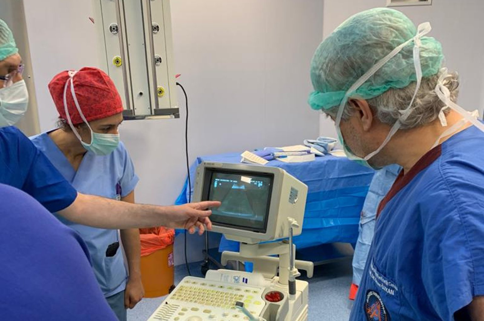 A group of doctors, including Prof. Ömer Özkan (R), make last checks as Derya Sert gives birth, June 26, 2020. (DHA Photo)