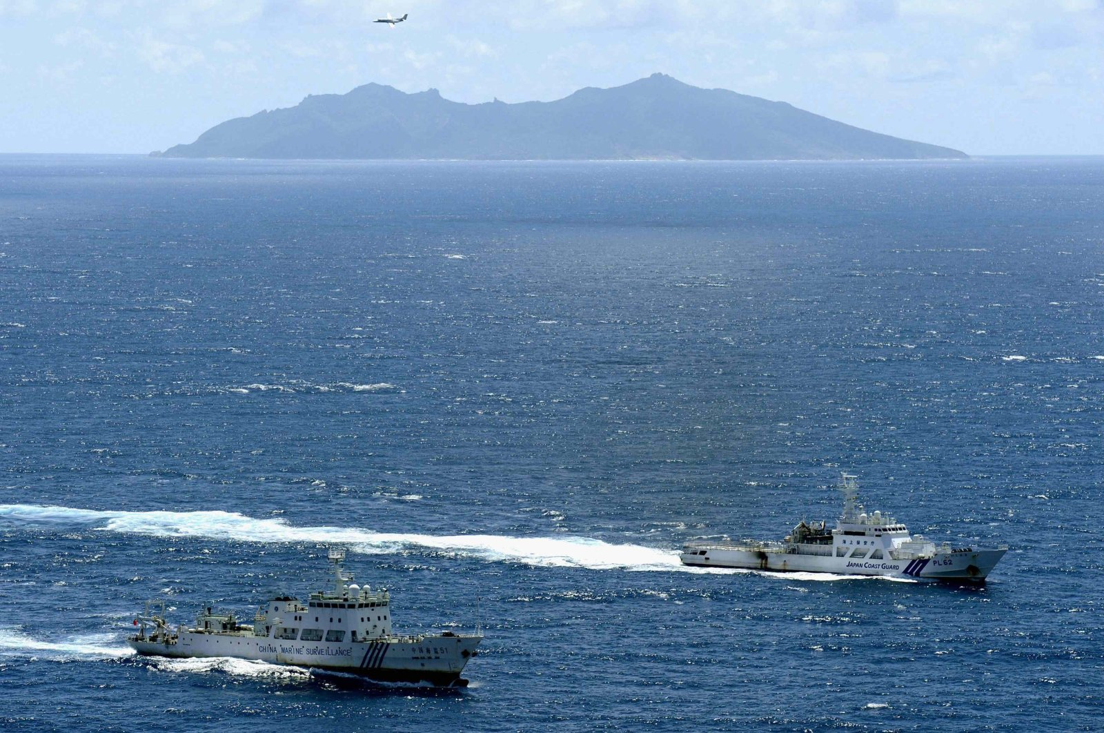An aerial photo shows the Chinese marine surveillance ship Haijian No. 51 (L) cruising as a Japan Coast Guard ship Ishigaki sails near Uotsuri island, one of the disputed islands, called Senkaku in Japan and Diaoyu in China, in the East China Sea on Sept. 14, 2012. (Reuters Photo)