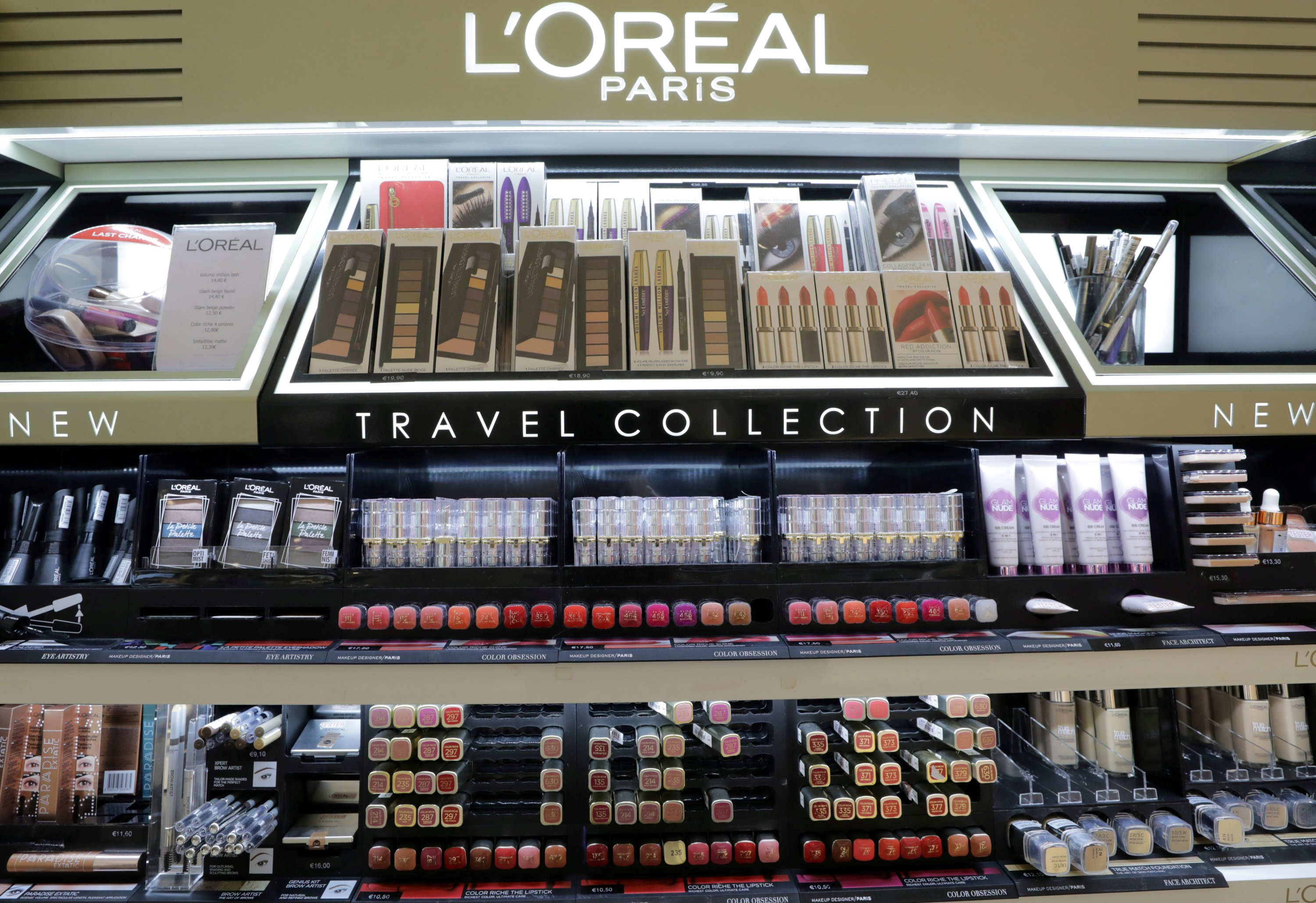 A cosmetic display of French cosmetics group L'Oreal at the Nice International Airport, in Nice, France, October 10, 2018. (REUTERS PHOTO)