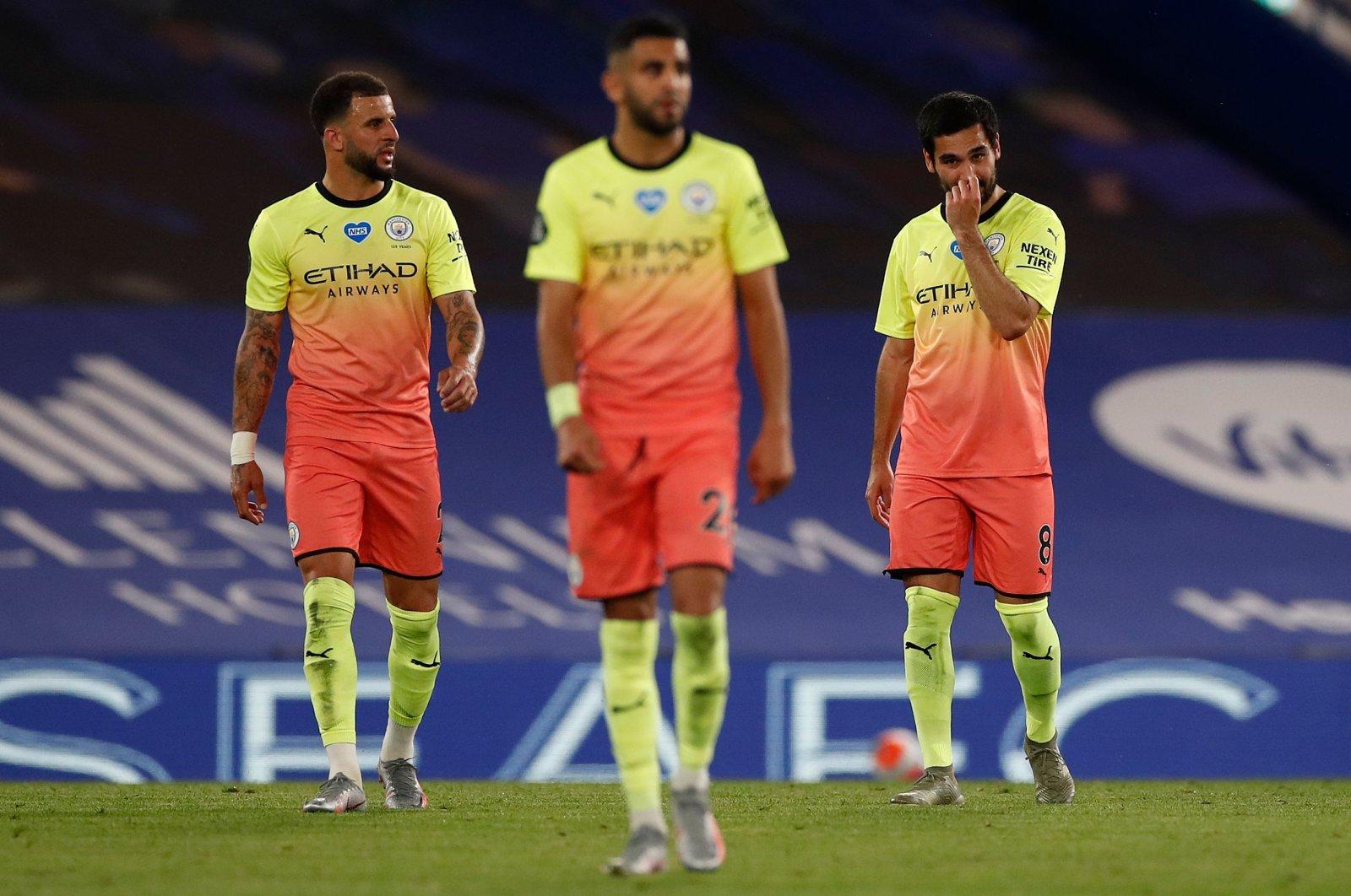 Manchester City's Kyle Walker (L) and midfielder Ilkay Gündoğan (R) react after Chelsea's goal during the Premier League match, London, Britain, June 25, 2020. (AFP Photo)