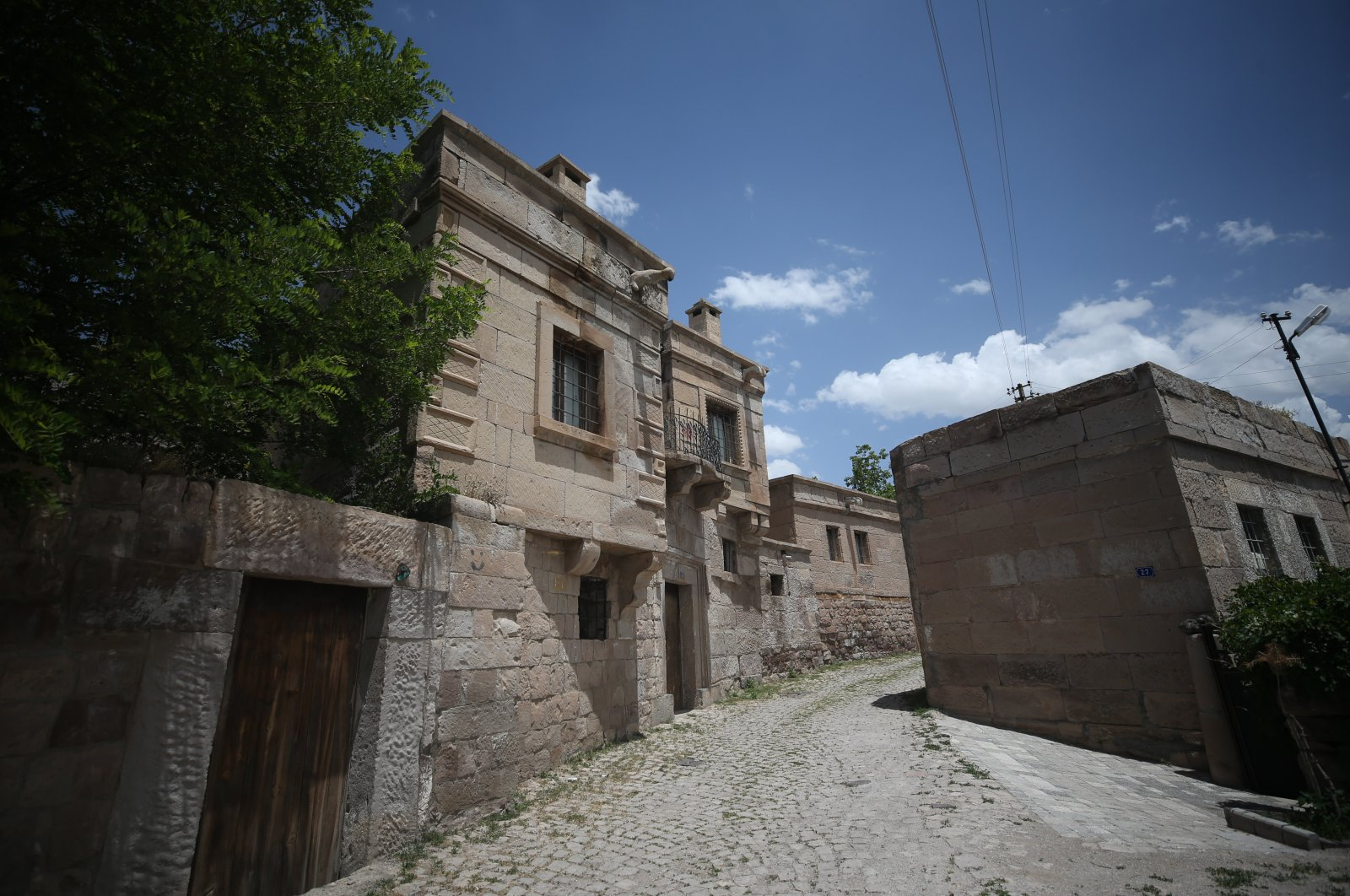 The stone houses of the neighborhood have been a beaten track for tourists recently. (AA PHOTO)