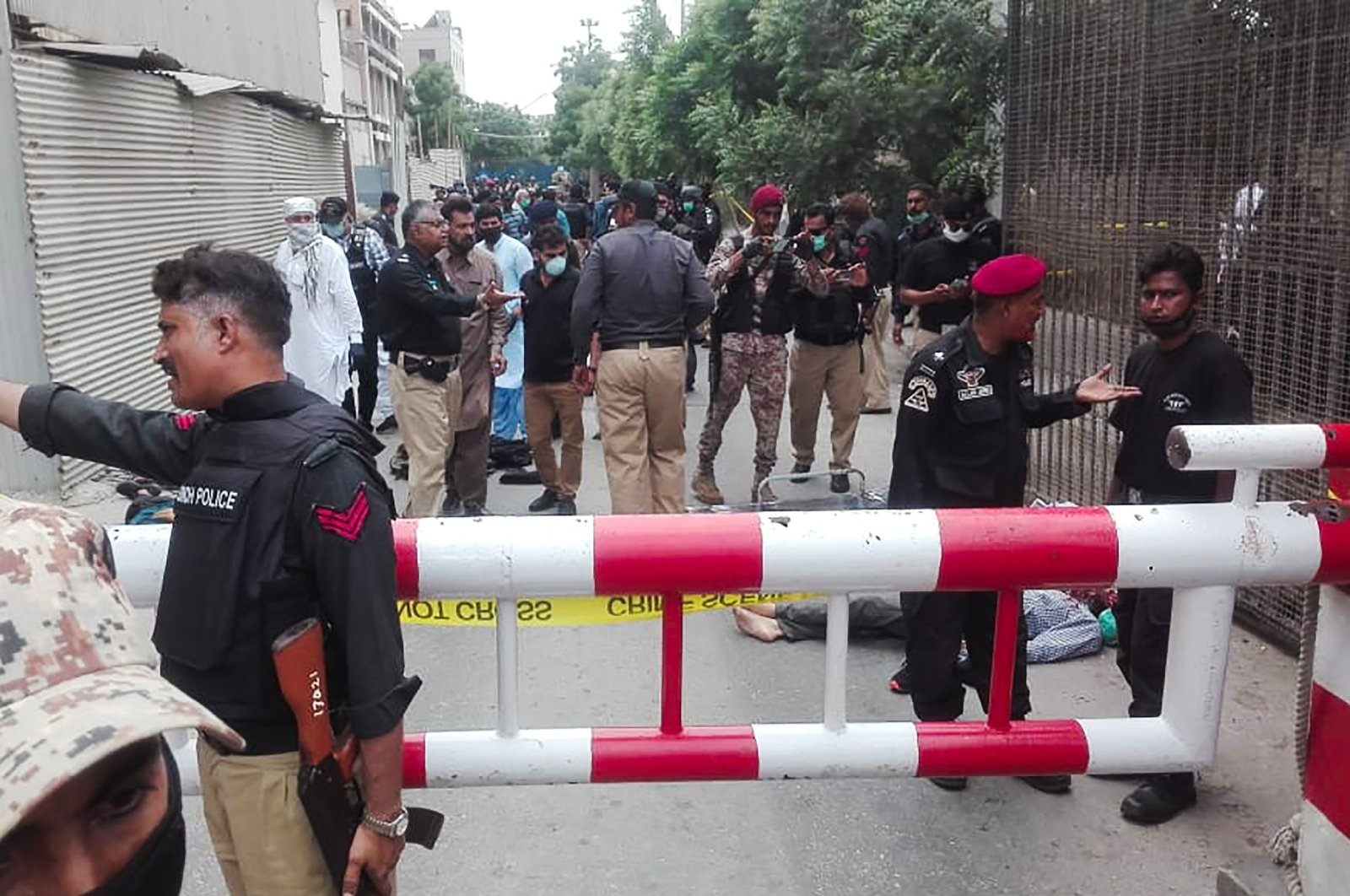 Police secure an area around a body outside the Pakistan Stock Exchange building after a group of gunmen attacked the building in Karachi, Pakistan, June 29, 2020. (AFP Photo)