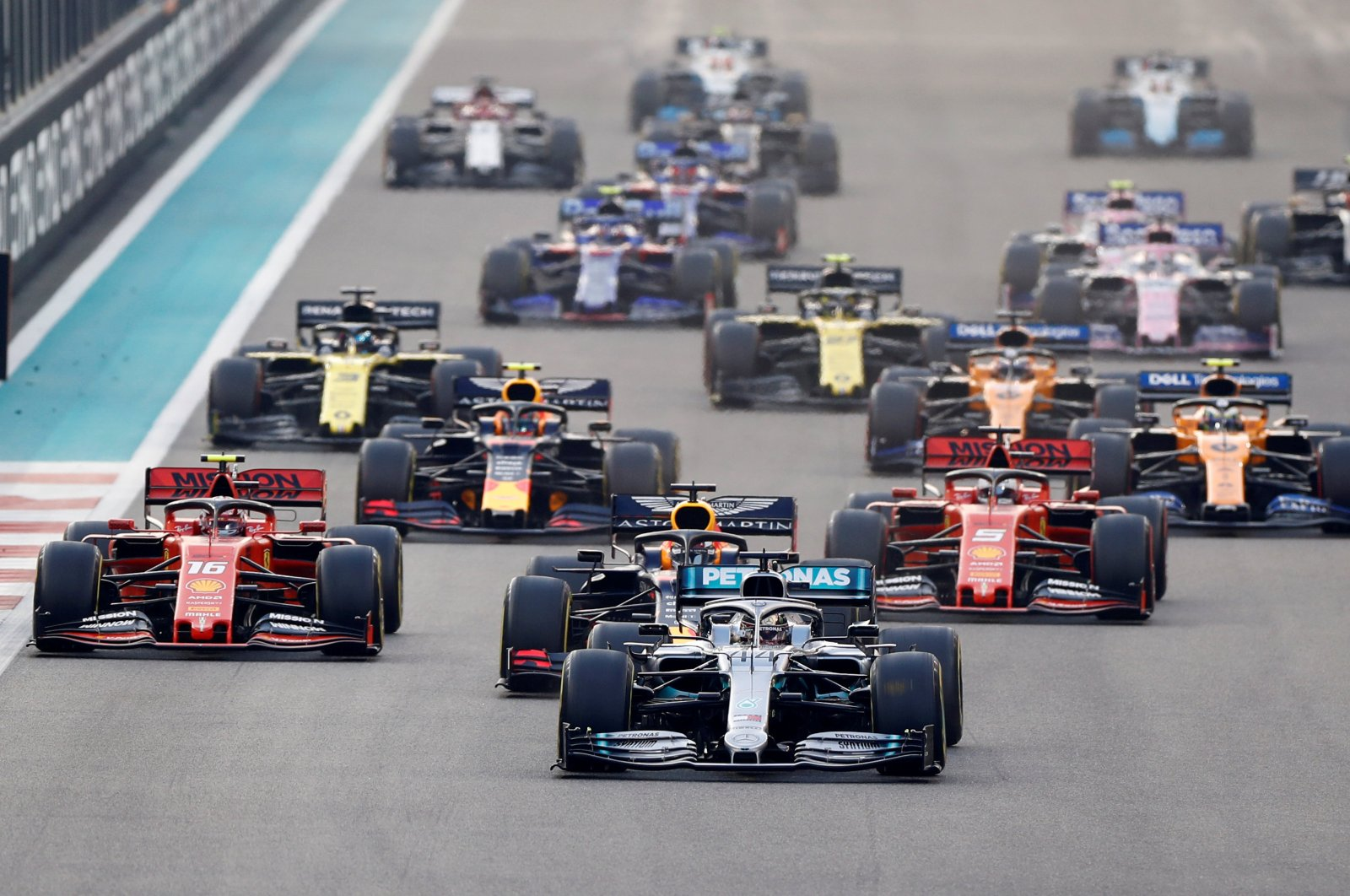 Mercedes' Lewis Hamilton leads at the start of the race in Abu Dhabi, United Arab Emirates, Dec. 1, 2019. (REUTERS Photo)
