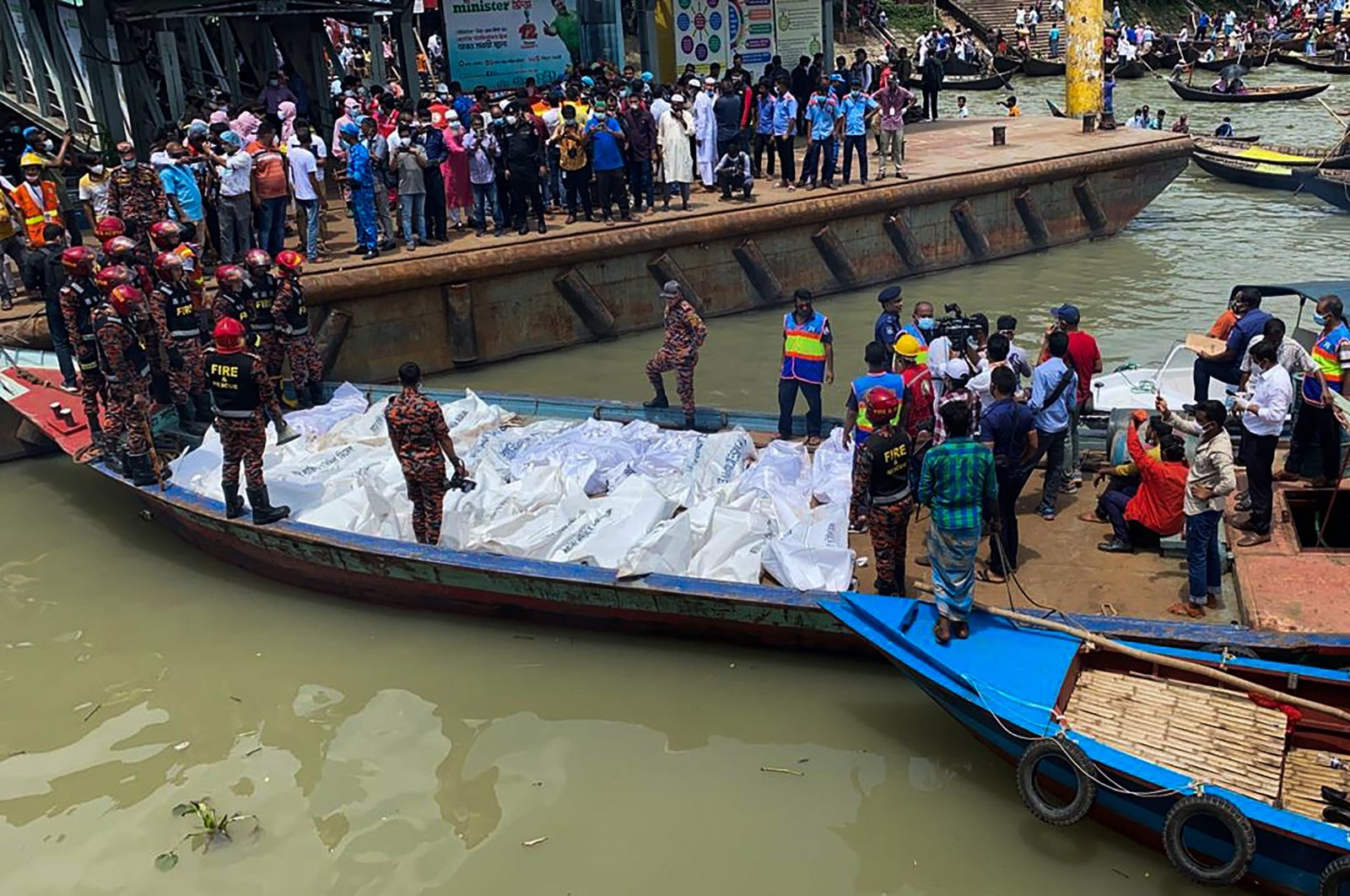 Rescue workers bring the bodies of victims after a ferry capsized at the Sadarghat ferry terminal in Dhaka, June 29, 2020. (AFP Photo)
