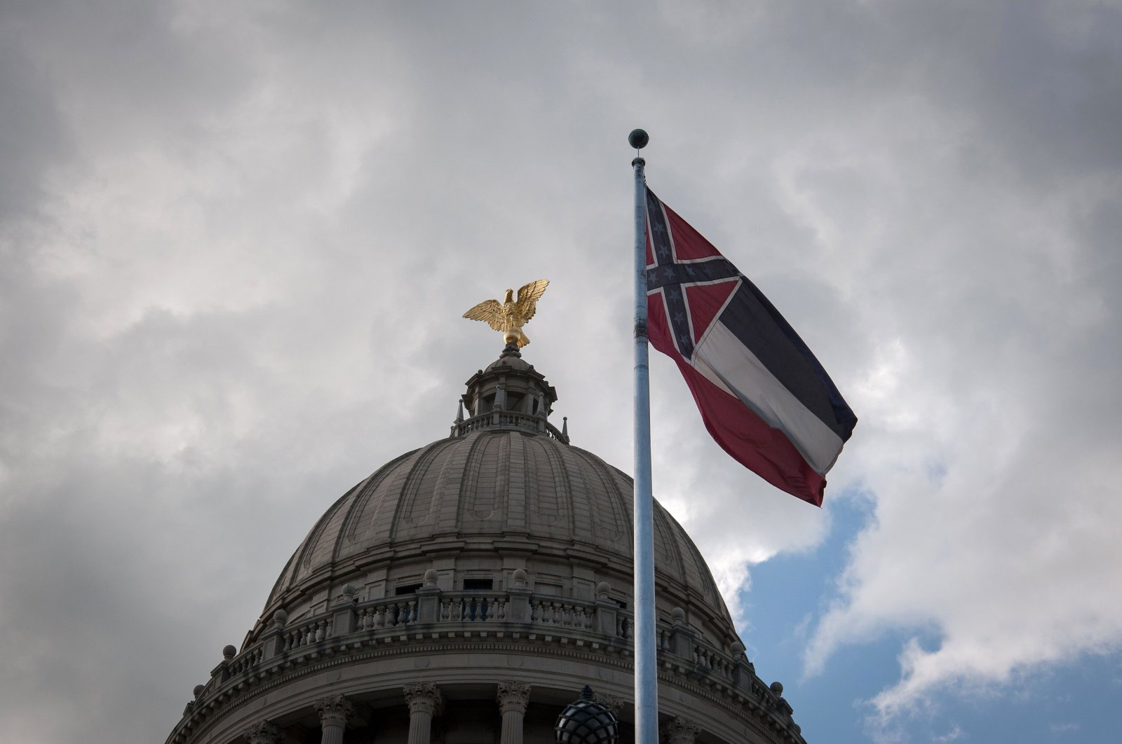 The Mississippi state flag flies in front of the Mississippi State Capitol building in Jackson, Mississippi, June 28, 2020. (AFP Photo)