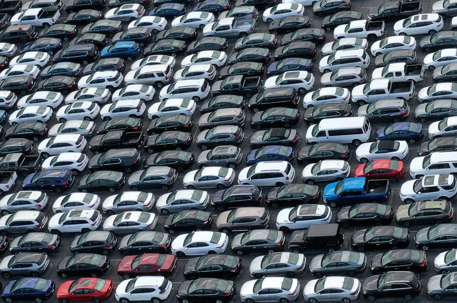 Unused rental cars fill the Dodger Stadium parking lot as the spread of the coronavirus continues, Los Angeles, California, April 7, 2020. (Reuters Photo)