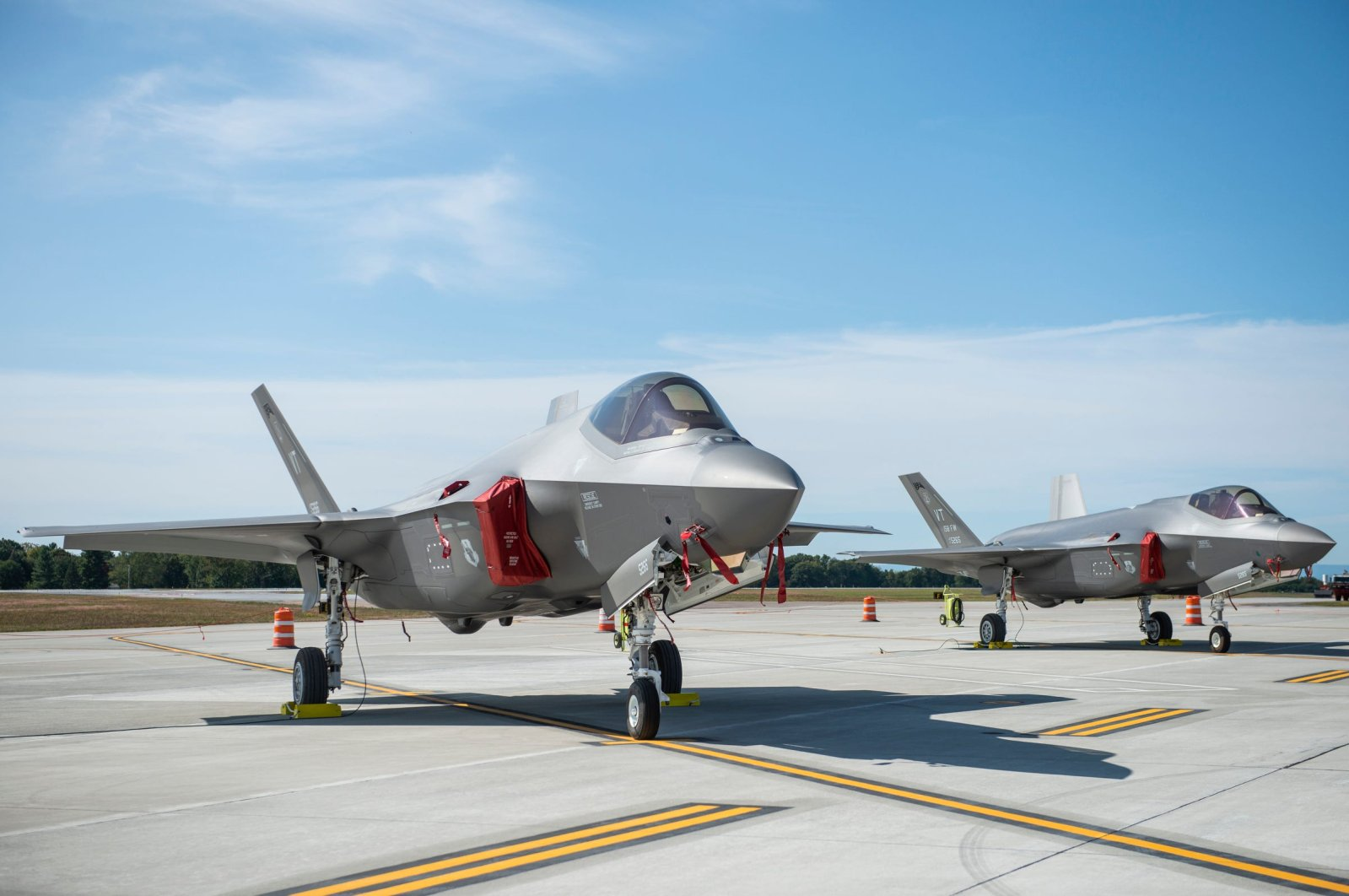 The F-35 jets sit side-by-side on the runway at the Burlington International Airport, Vermont, U.S., Sept. 19, 2019. (Reuters Photo)
