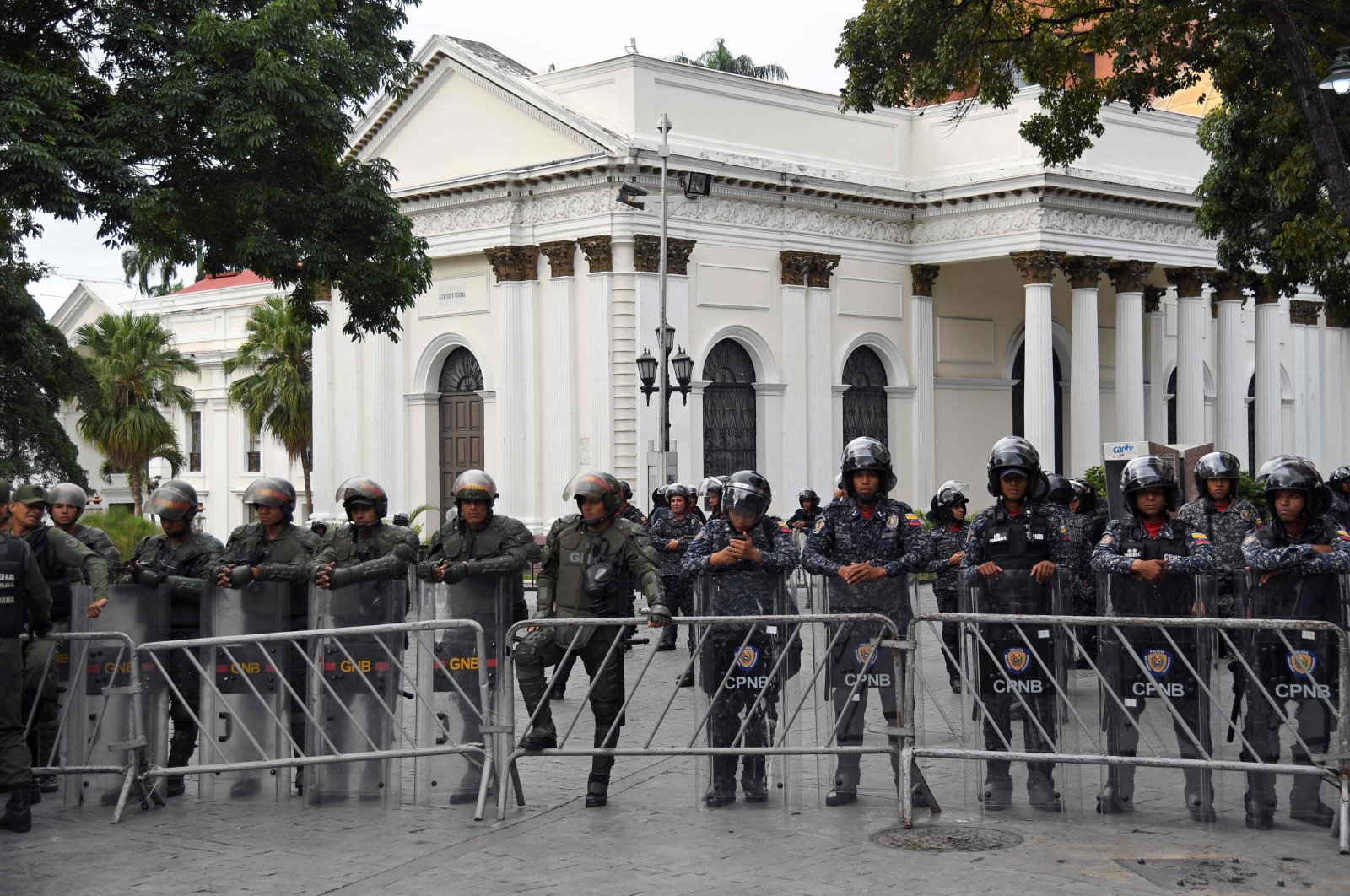 Members of the Bolivarian National Guard and National Police stand guard outside of the National Assembly in Caracas, Venezuela, Jan. 5, 2020. (AFP Photo)
