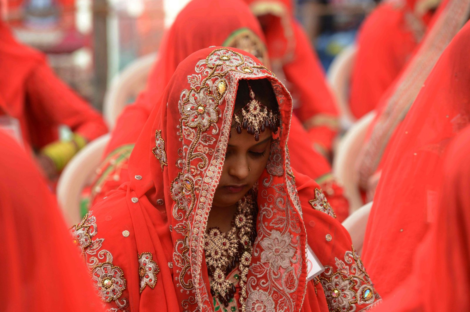 An Indian bride looks on during a mass wedding ceremony in Ahmedabad, India, Nov. 20, 2016. (AFP Photo)